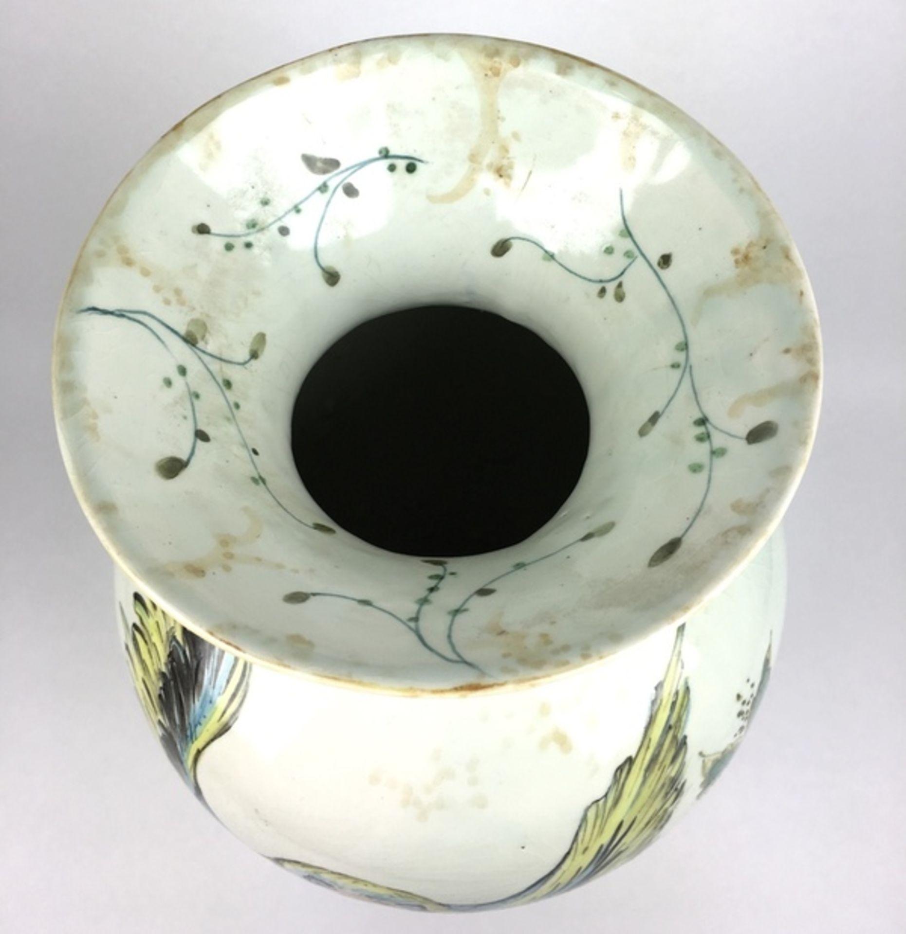 (Toegepaste Kunst) Plateel vaas, Gouda HollandPolychroom gedecoreerde vaas. Gemerkt Gouda Holla - Image 7 of 9