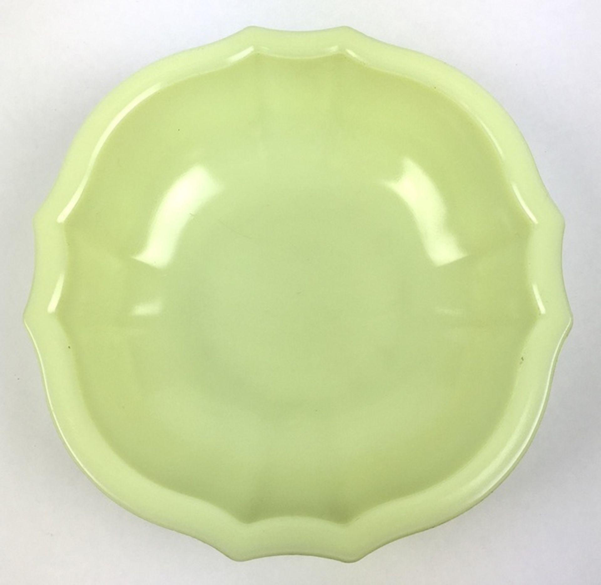 (Toegpaste kunst) Gele colopal plantenschaal, A.D. Copier Glasfabriek LeerdamGeschulpte gele co - Image 5 of 5