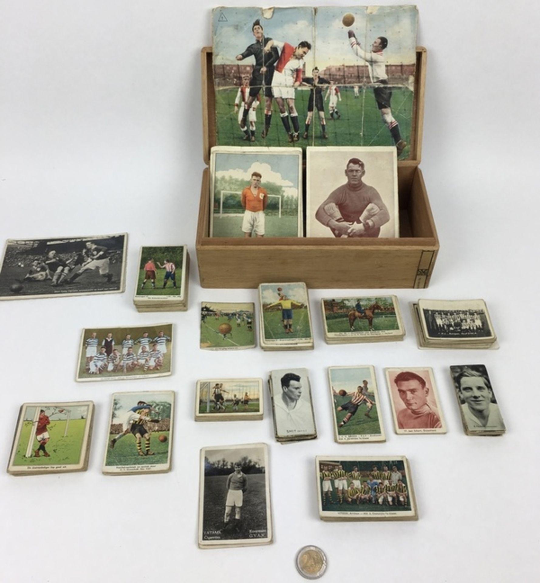 (Curiosa) SportplaatjesDiverse sportplaatjes, voornamelijk voetbal. Conditie: Gebruikssporen. A - Image 8 of 8