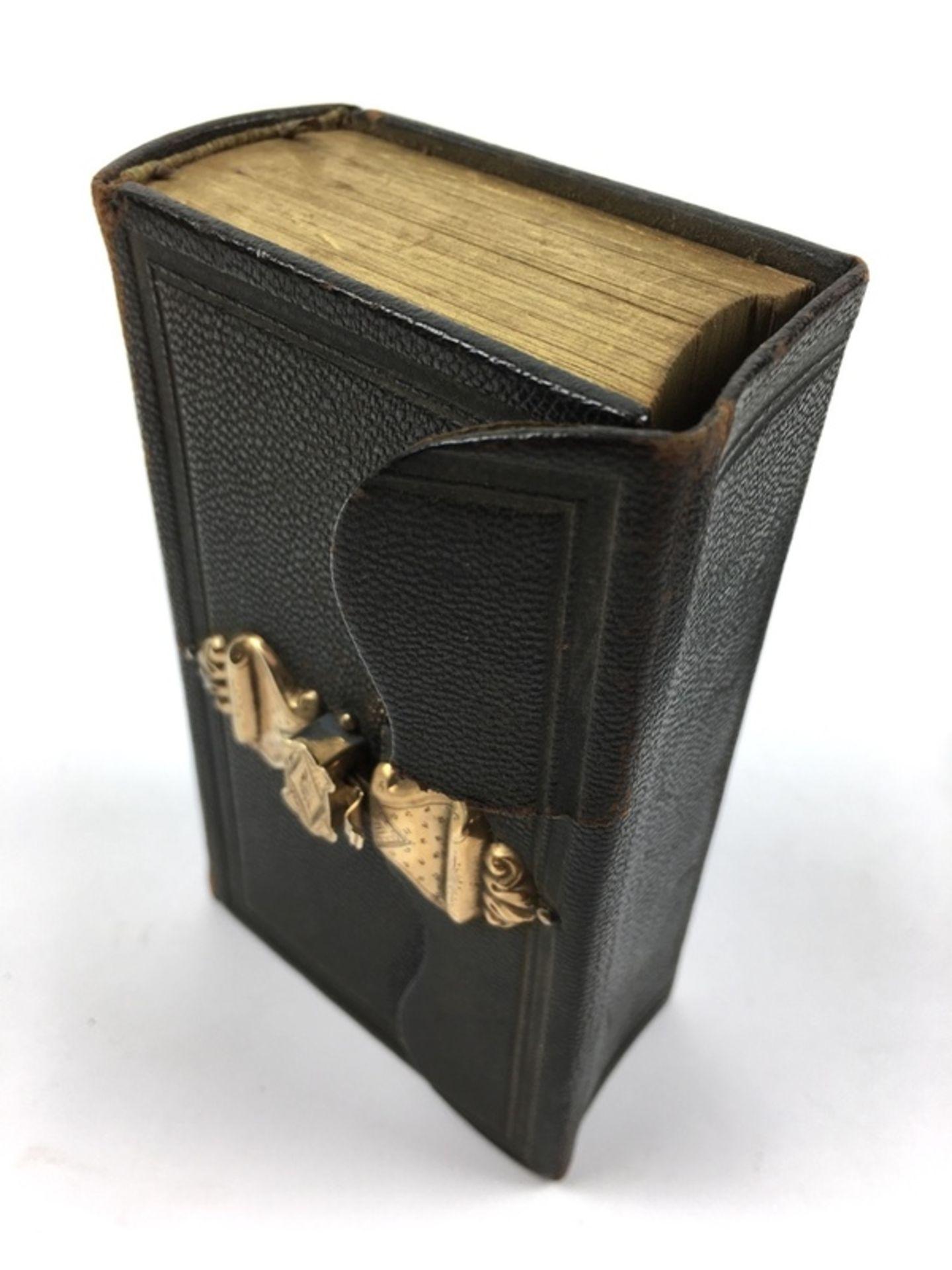 (Antiek) Bijbel en portemonnee met gouden slotenBijbel met leren kaft en gouden slot uit 1884, - Image 7 of 8