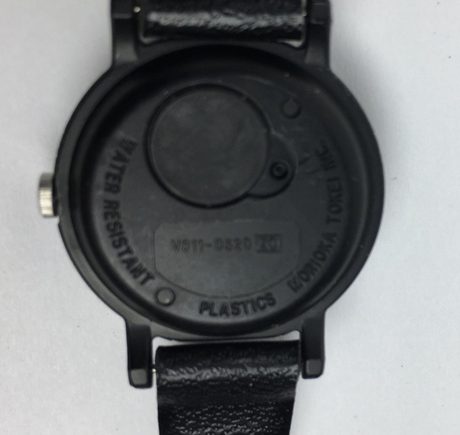 (Sieraden) HorlogesDrie verschillende merken horloges. Conditie: Gebruikssporen, niet getest. A - Image 6 of 7