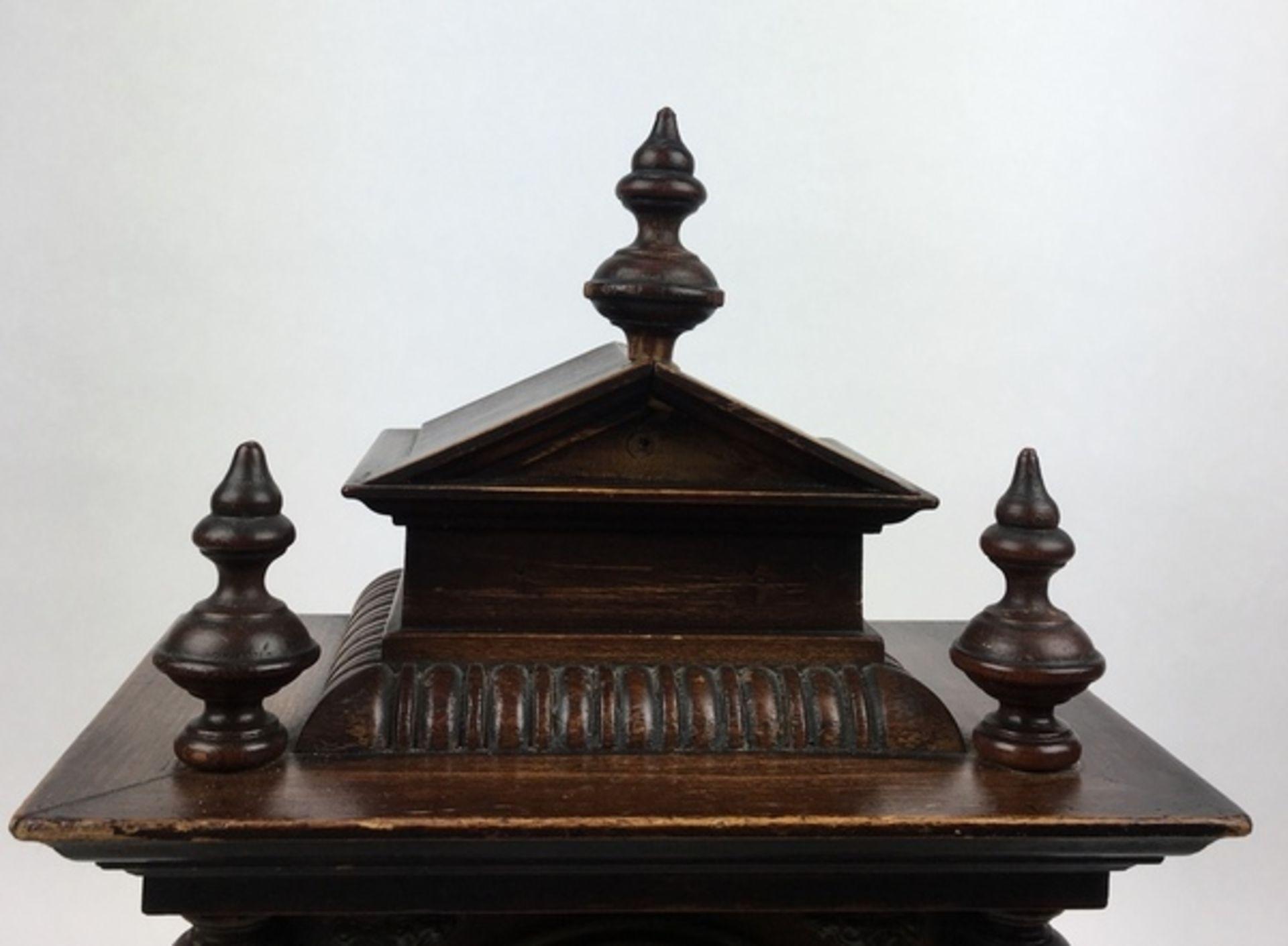 (Antiek) Tafelklok, JunghansHouten tafelklok met Junghans uurwerk en wekker. Emaille wijzerplaa - Image 6 of 7