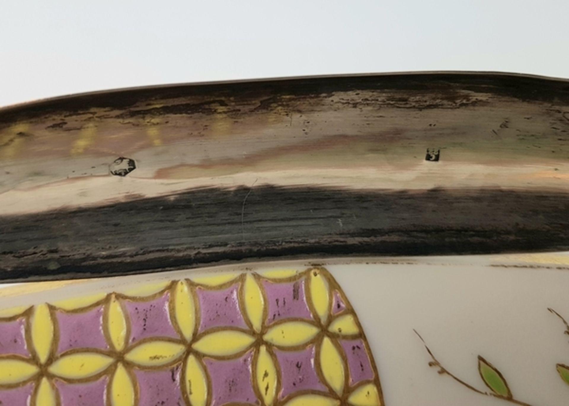 (Antiek) Serveerschaal met zilveren hengselBeschilderde opaline schaal met zilveren hengsel, ci - Image 8 of 8