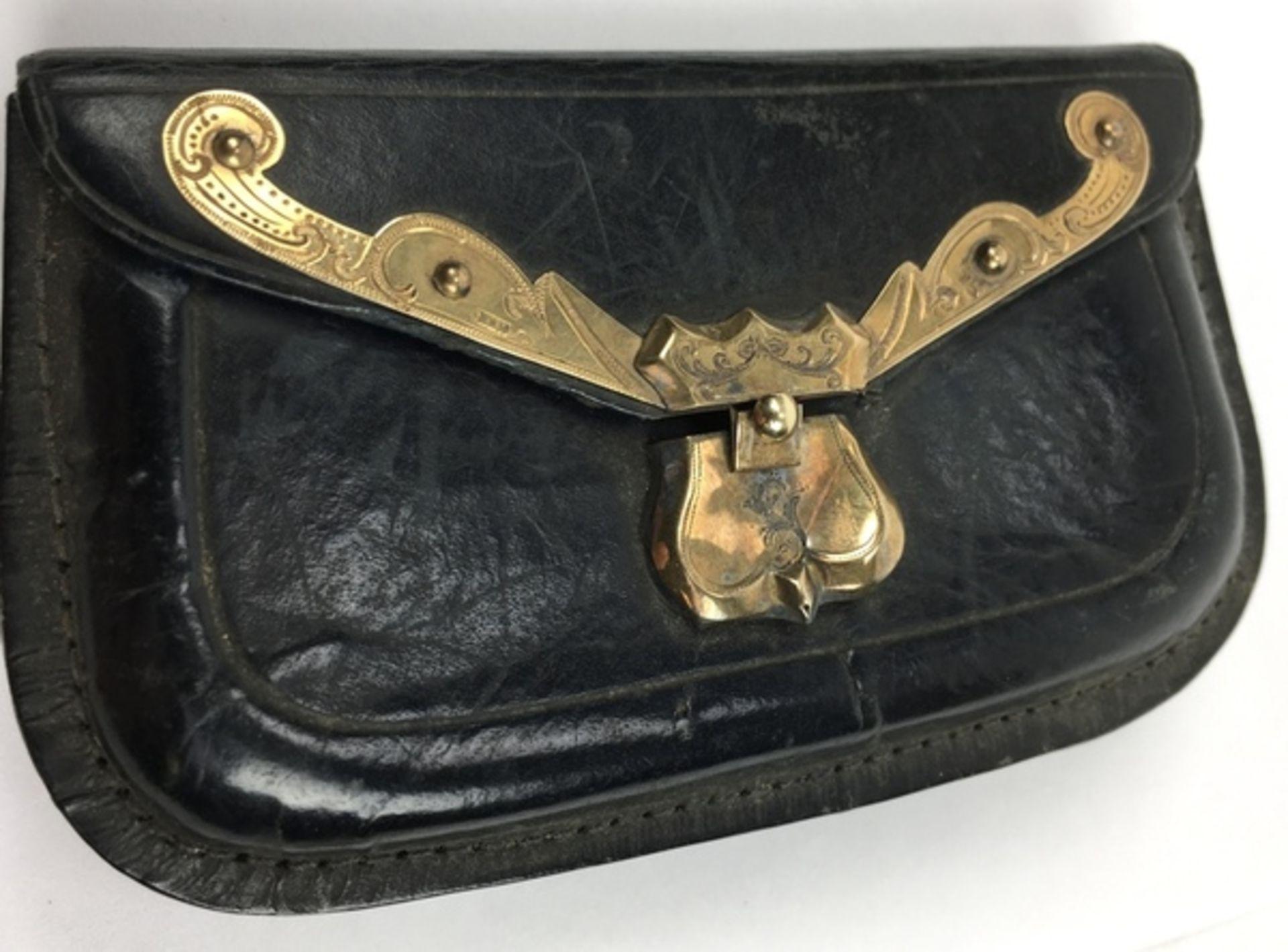 (Antiek) Bijbel en portemonnee met gouden slotenBijbel met leren kaft en gouden slot uit 1884, - Image 4 of 8