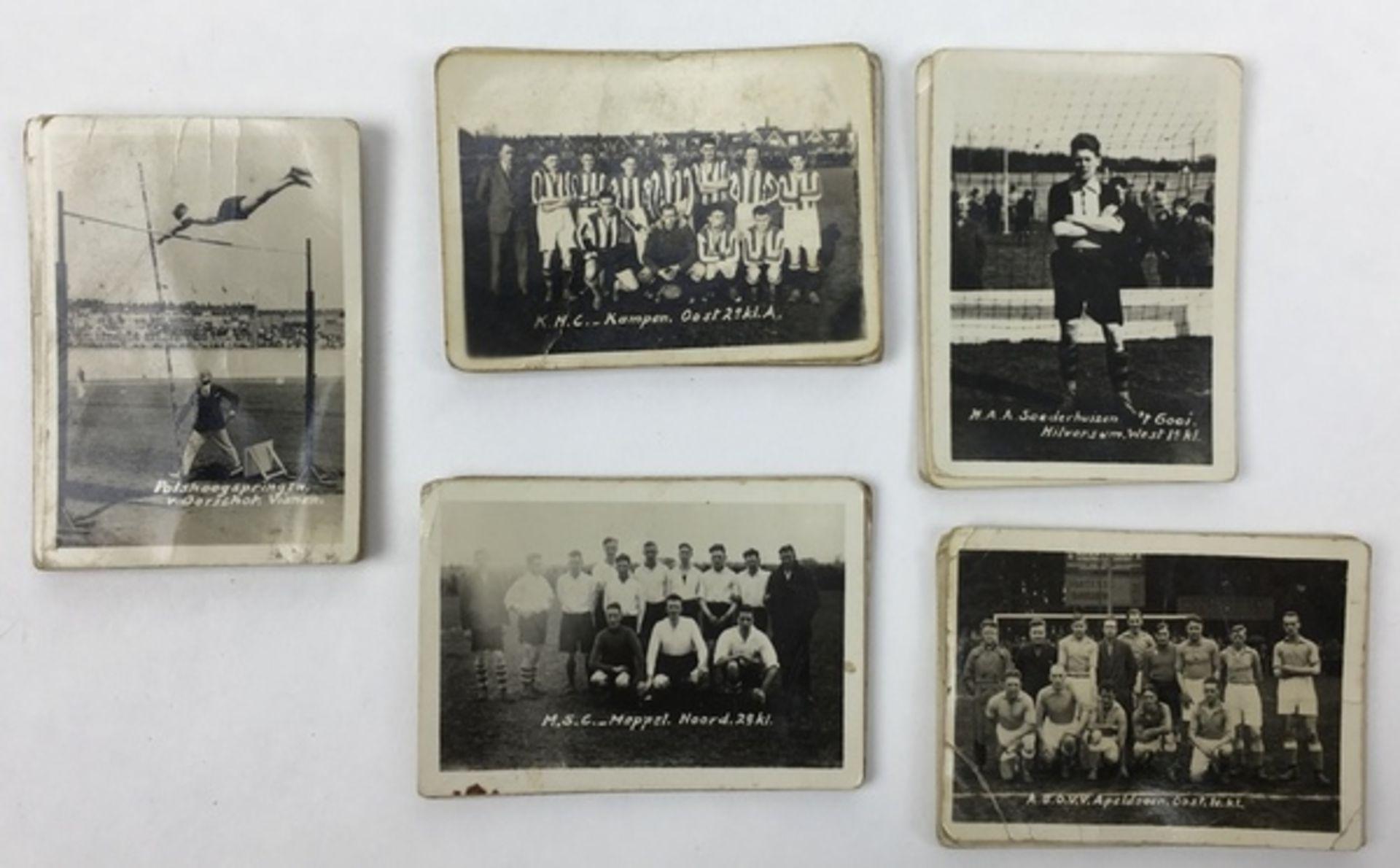 (Curiosa) SportplaatjesDiverse sportplaatjes, voornamelijk voetbal. Conditie: Gebruikssporen. A - Image 5 of 8