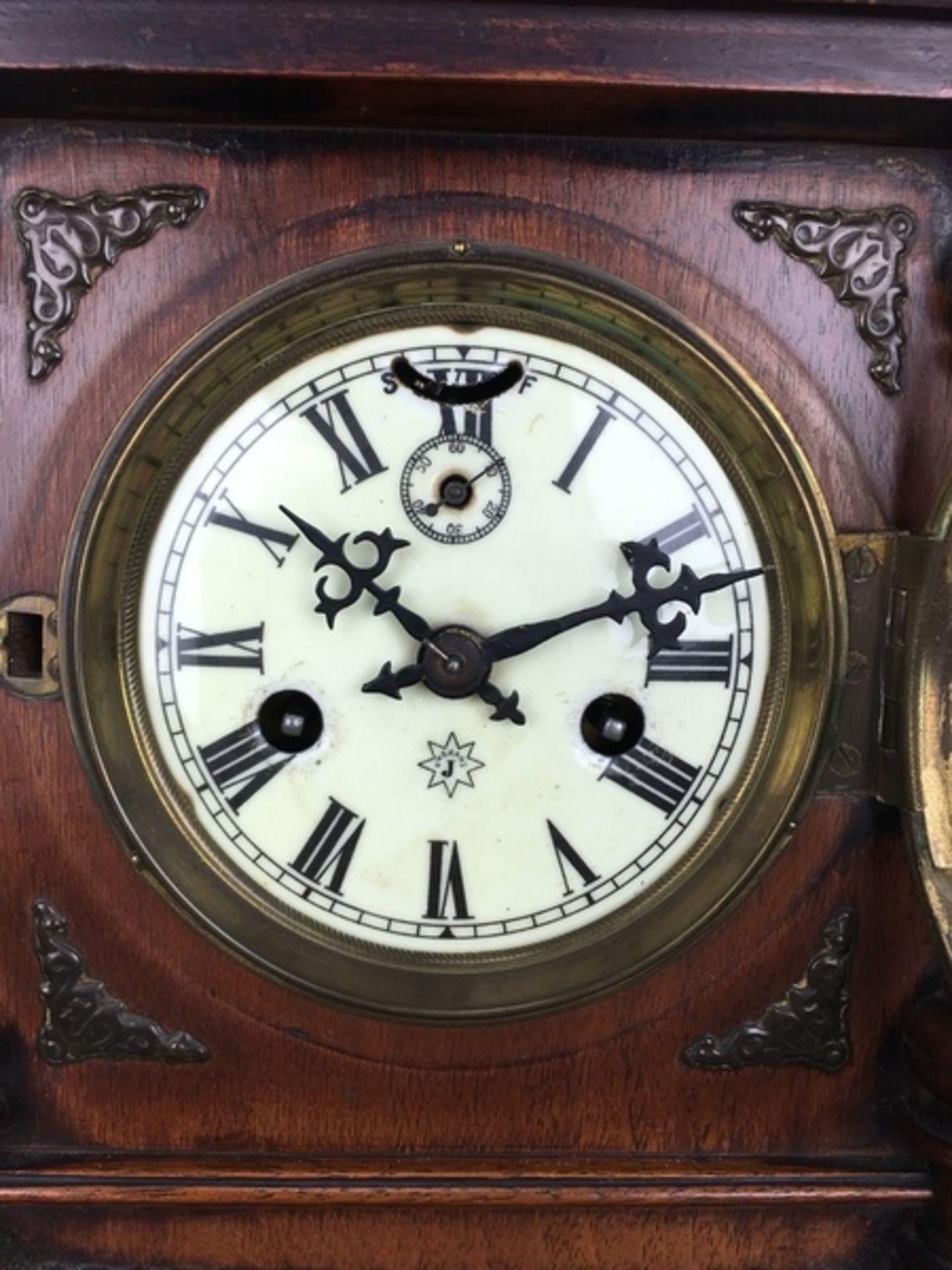 (Antiek) Tafelklok, JunghansHouten tafelklok met Junghans uurwerk en wekker. Emaille wijzerplaa - Image 7 of 7