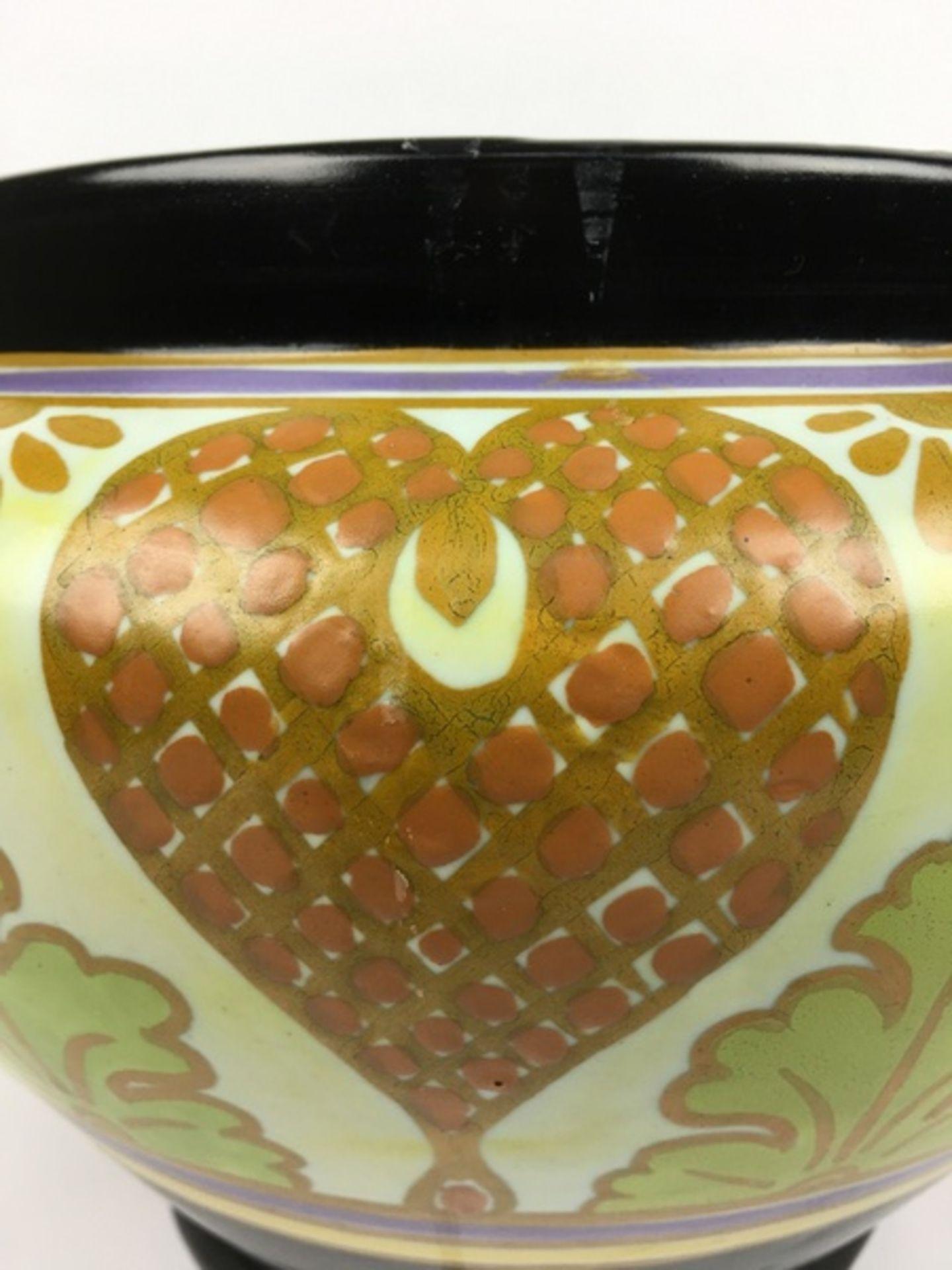 (Toegpaste kunst) Plateel bloempot, Gouda HollandAmfora plateel bloempot, decor Iris. Gouda Hol - Image 7 of 9
