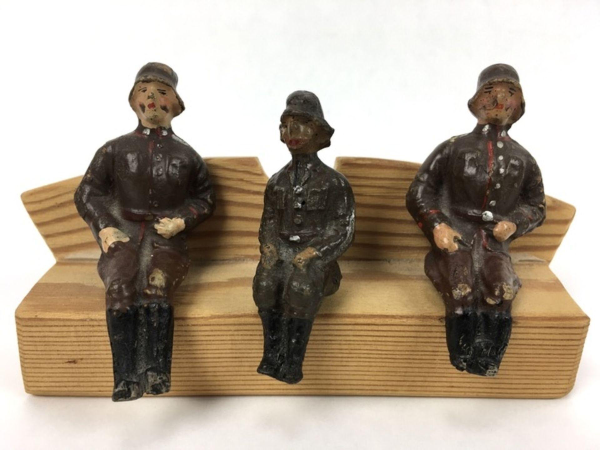 (Curiosa) Elastolin soldatenVijf Elastolin Wehrmacht-figuren, circa 1935. Conditie: In goede st - Image 3 of 7