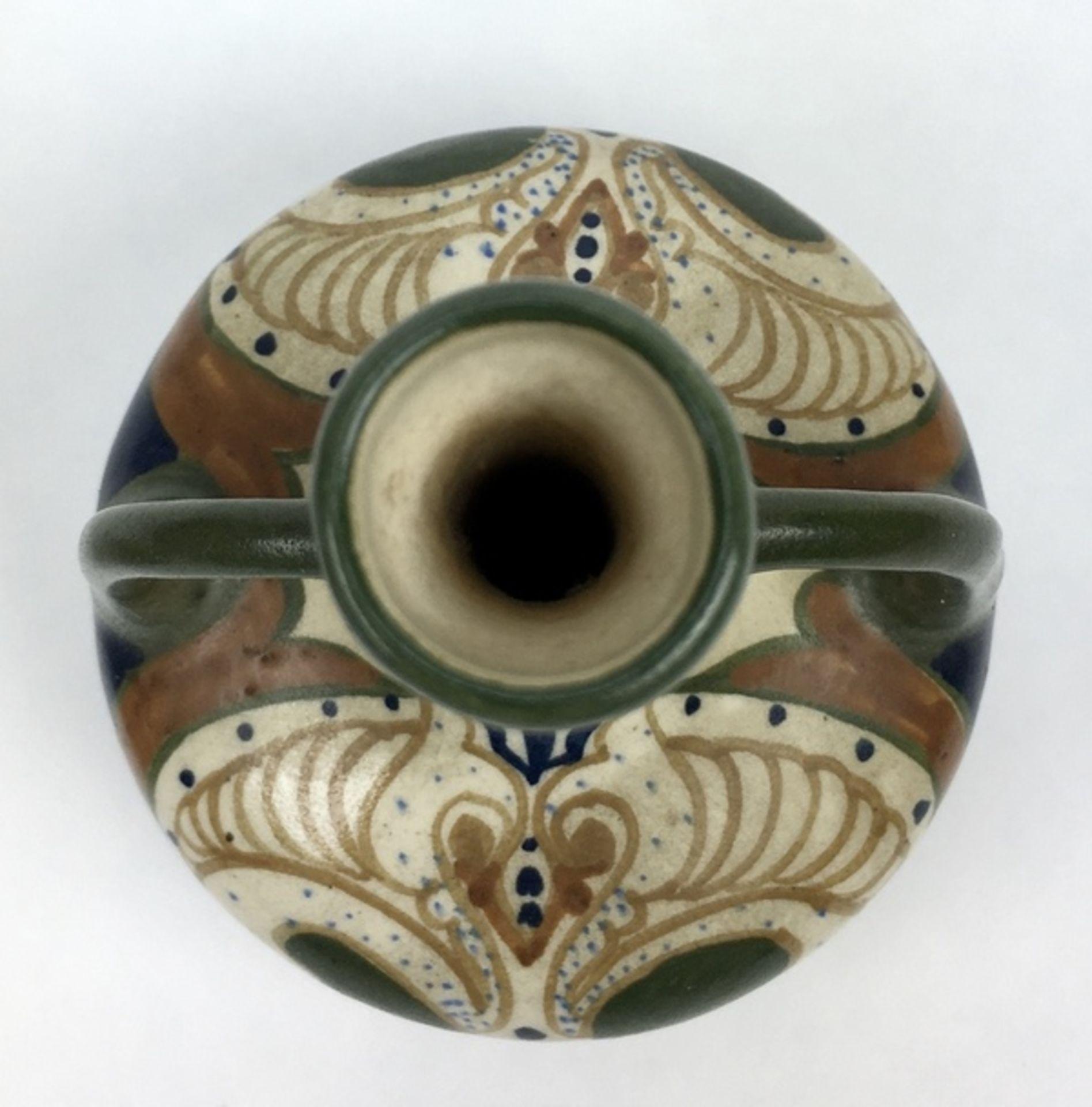 (Toegpaste kunst) Amfora vazen, Arnhemse FayencefabriekEen paar plateel amfora vazen, Arnhemse - Image 6 of 7