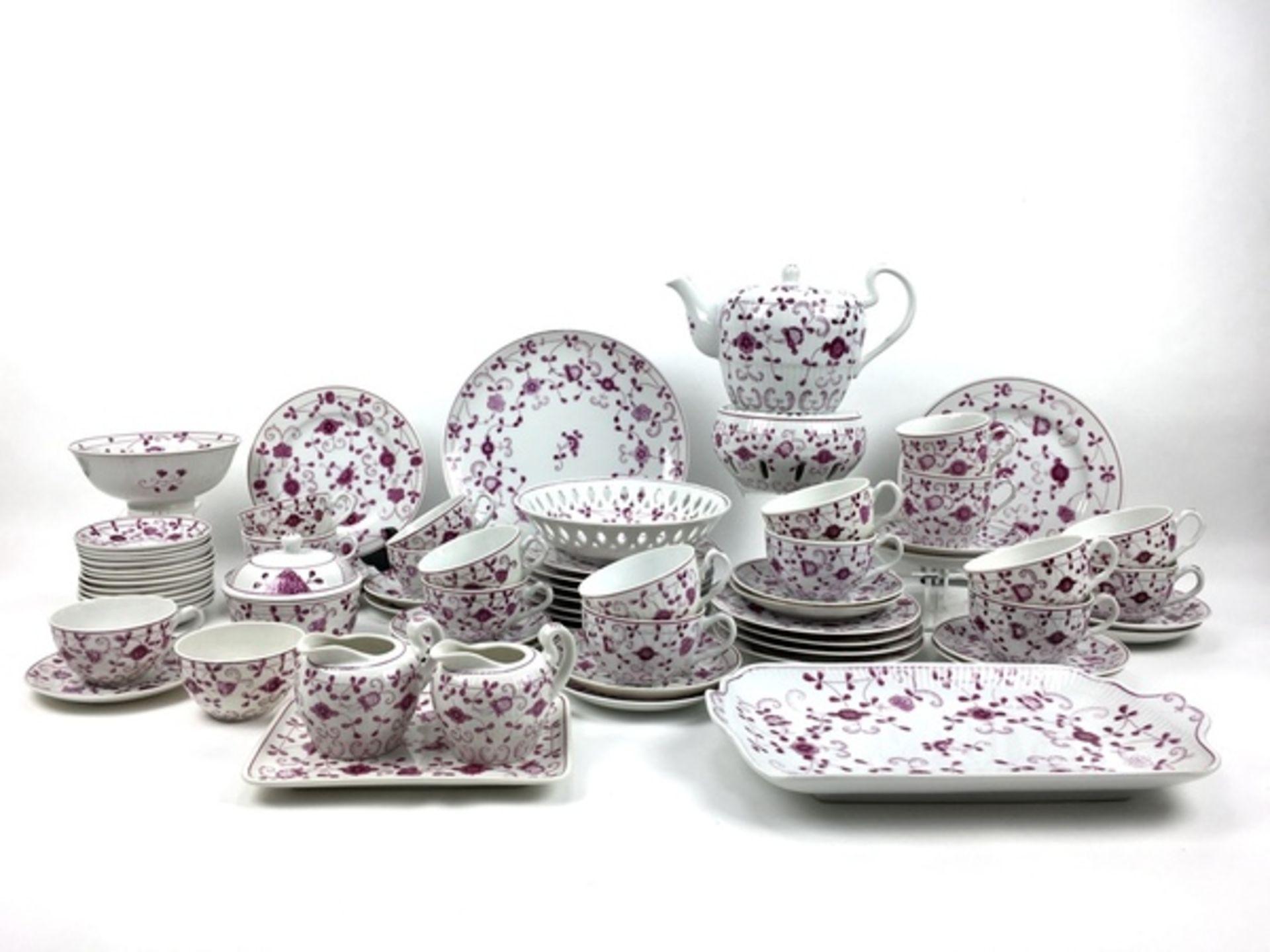 (Curiosa) Koffie-en thee servies August WarneckeKoffie-en theeservies waaronder serveerborden,