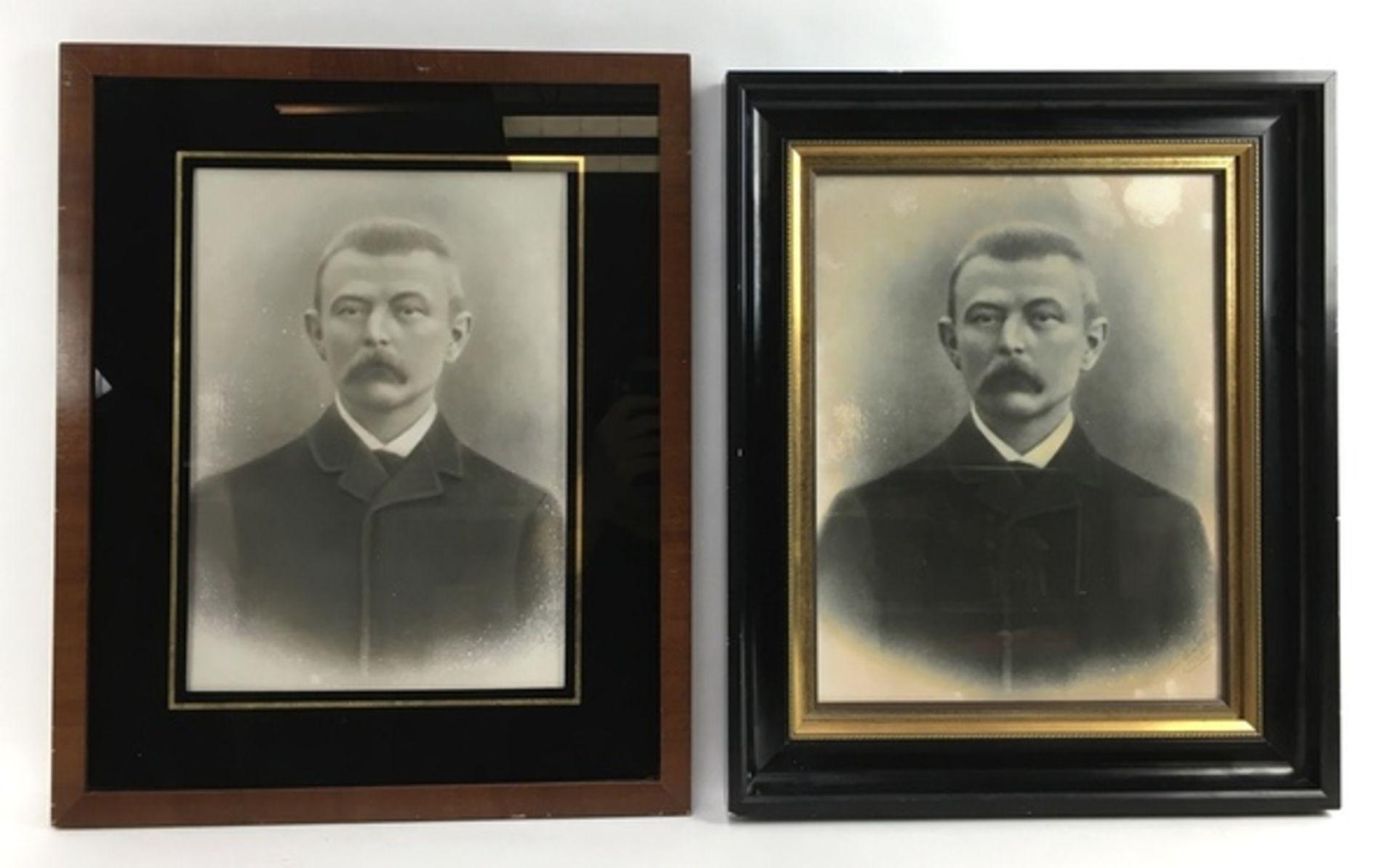 (Fotografie) PortrettenTwee ingelijste portretten, 1906. Conditie: In matige staat. Afmetingen: