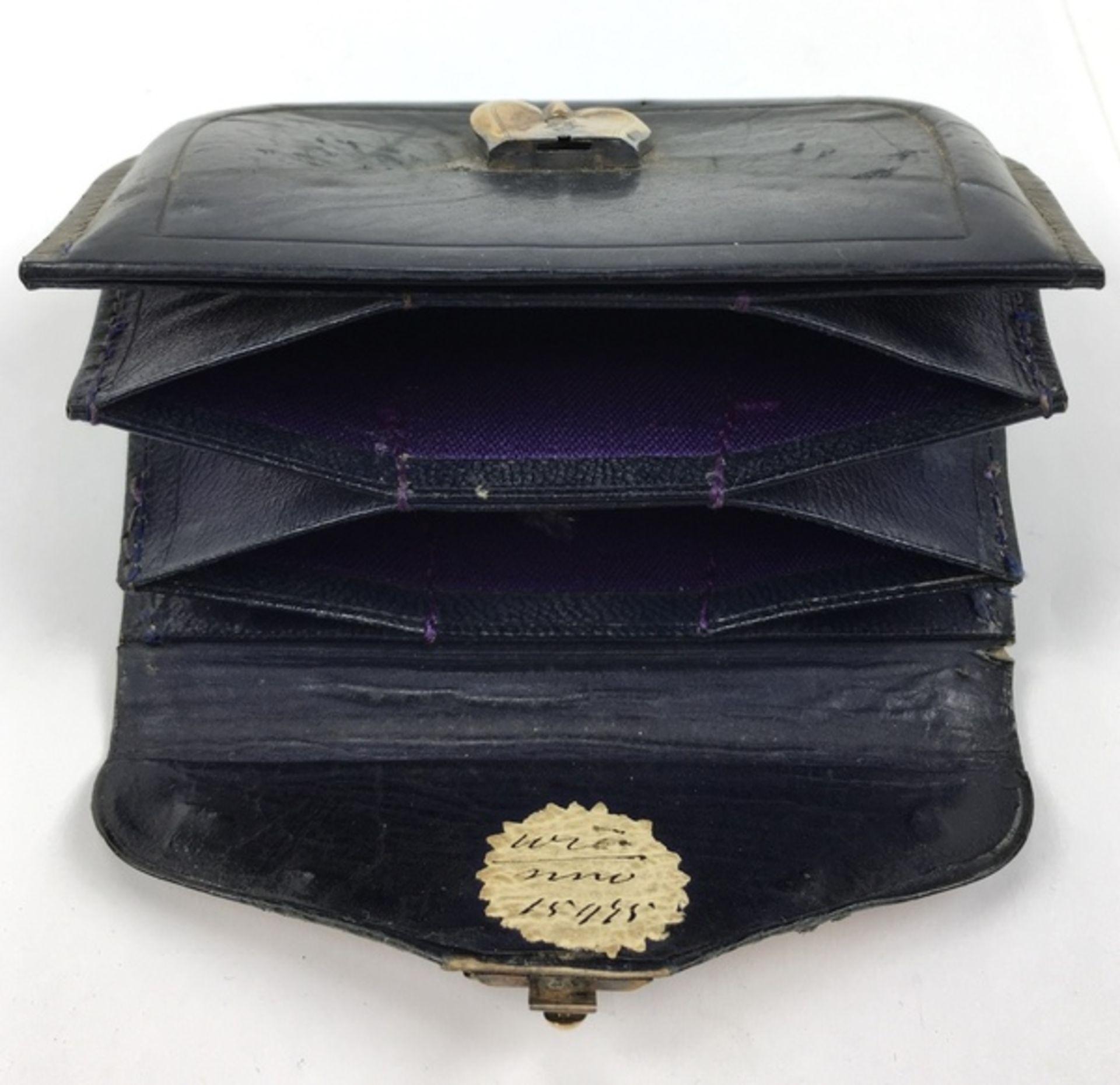 (Antiek) Bijbel en portemonnee met gouden slotenBijbel met leren kaft en gouden slot uit 1884, - Image 8 of 8
