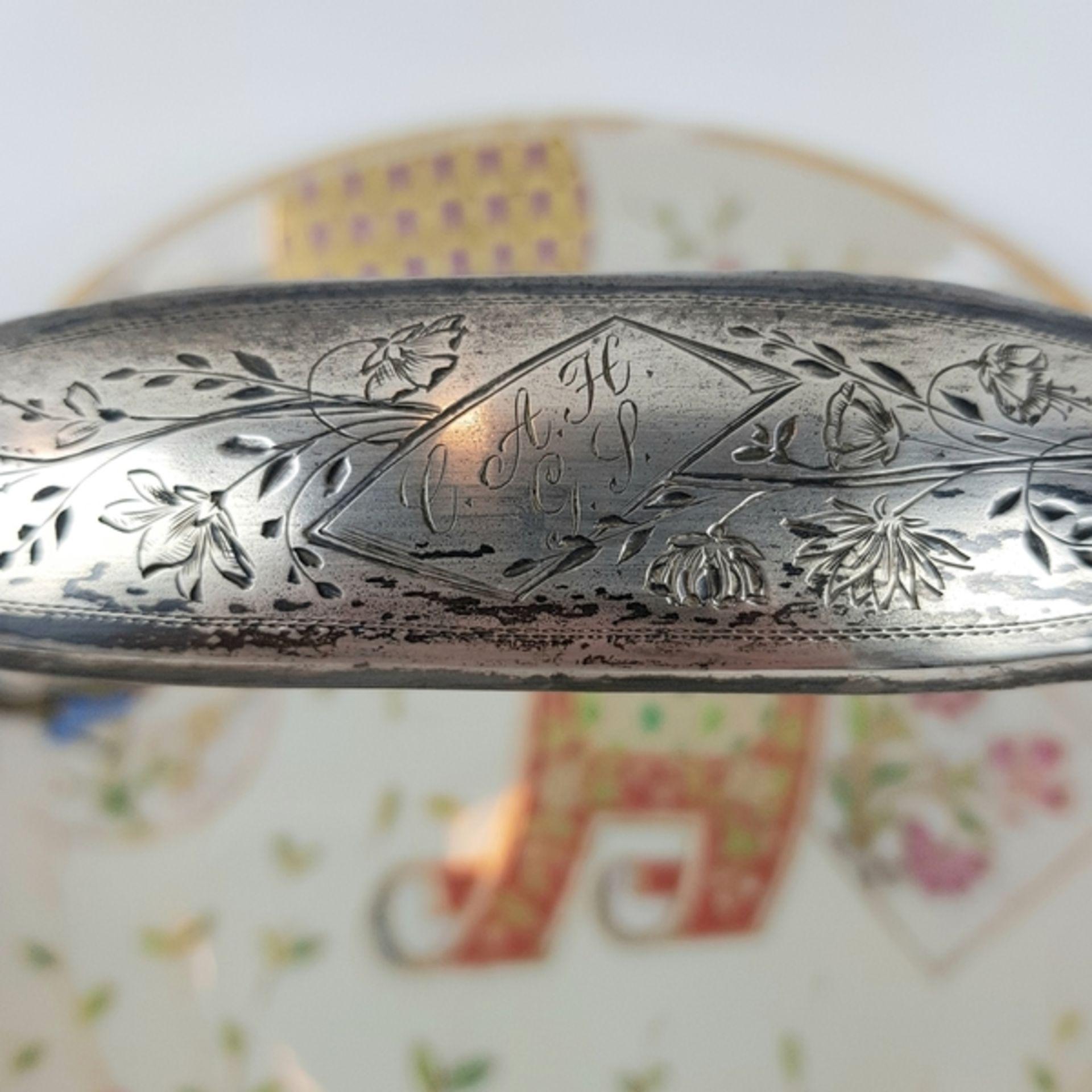 (Antiek) Serveerschaal met zilveren hengselBeschilderde opaline schaal met zilveren hengsel, ci - Image 5 of 8