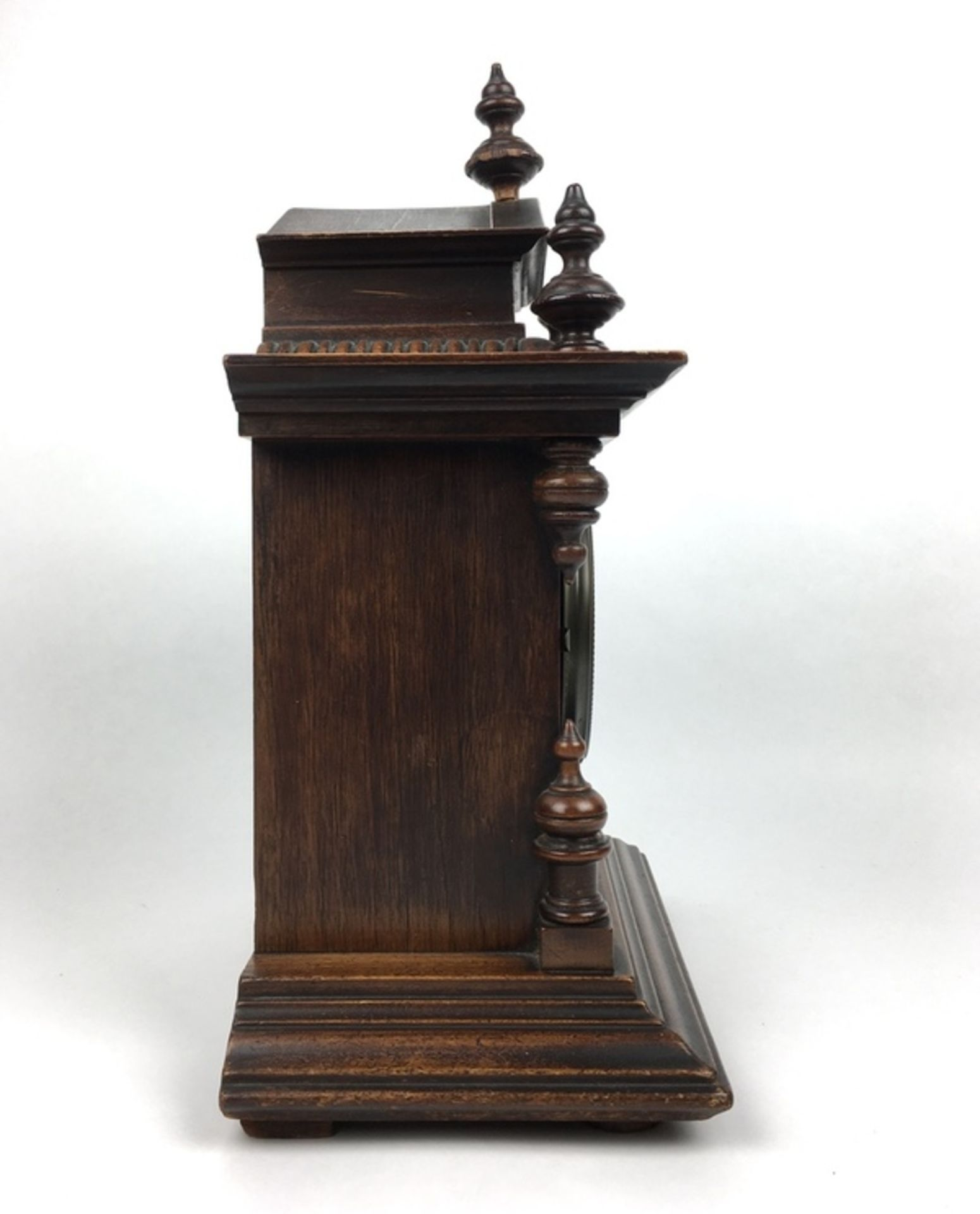 (Antiek) Tafelklok, JunghansHouten tafelklok met Junghans uurwerk en wekker. Emaille wijzerplaa - Image 2 of 7