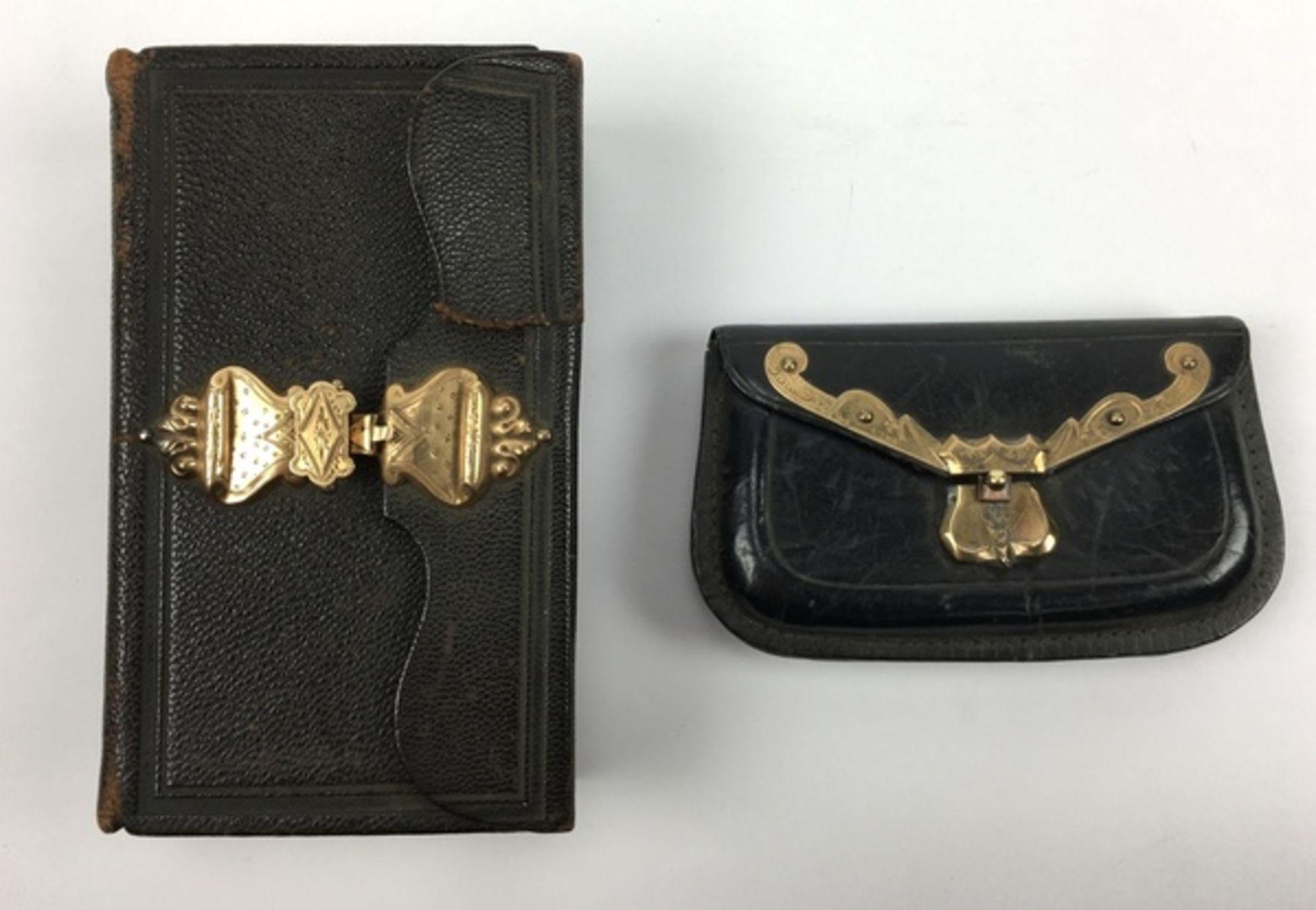 (Antiek) Bijbel en portemonnee met gouden slotenBijbel met leren kaft en gouden slot uit 1884,