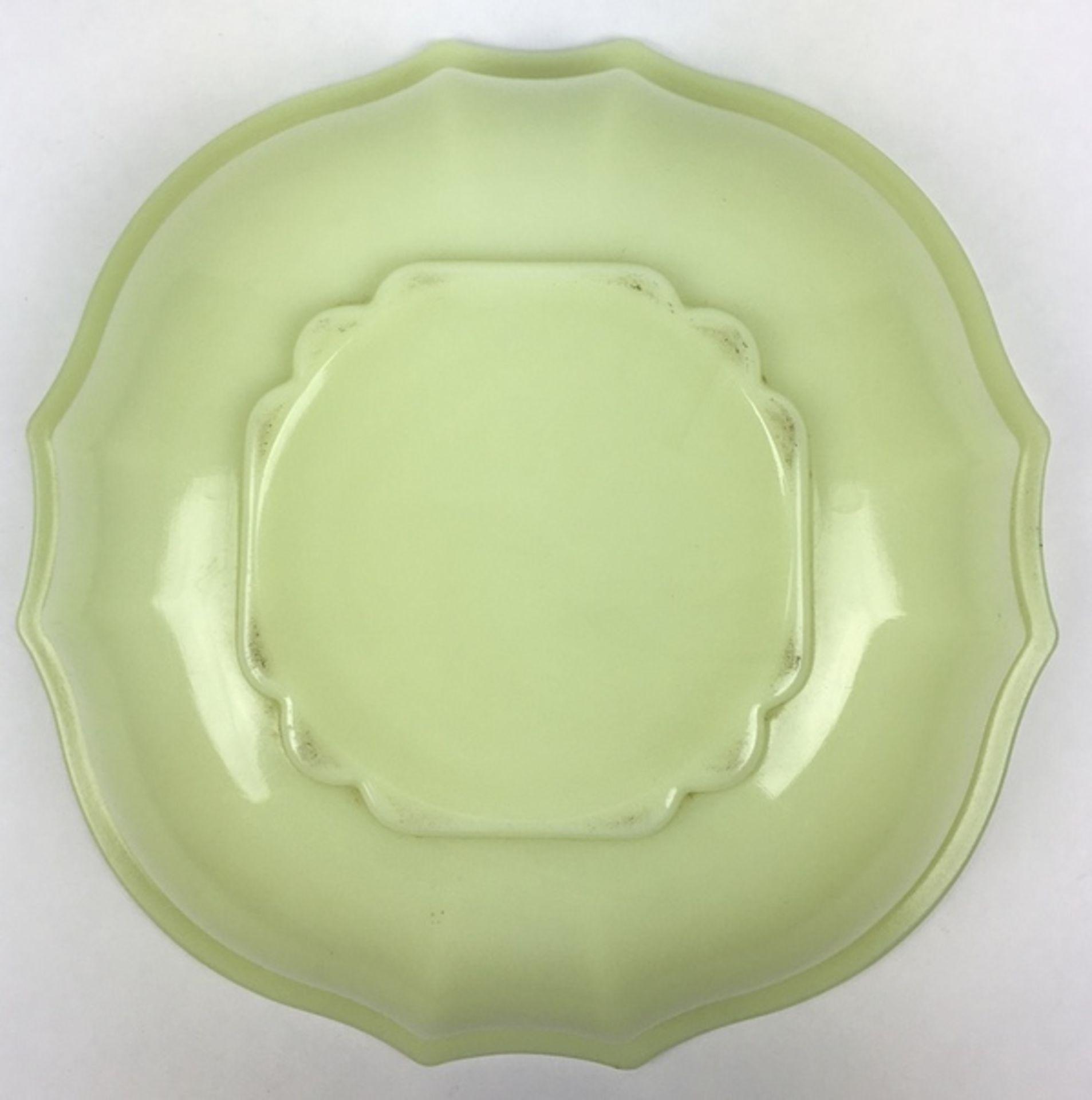 (Toegpaste kunst) Gele colopal plantenschaal, A.D. Copier Glasfabriek LeerdamGeschulpte gele co - Image 4 of 5