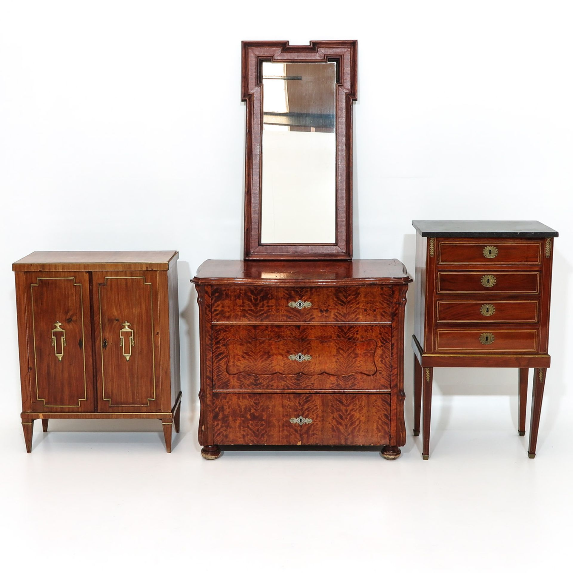 Los 1114 - A Diverse Collection of Antique Furniture