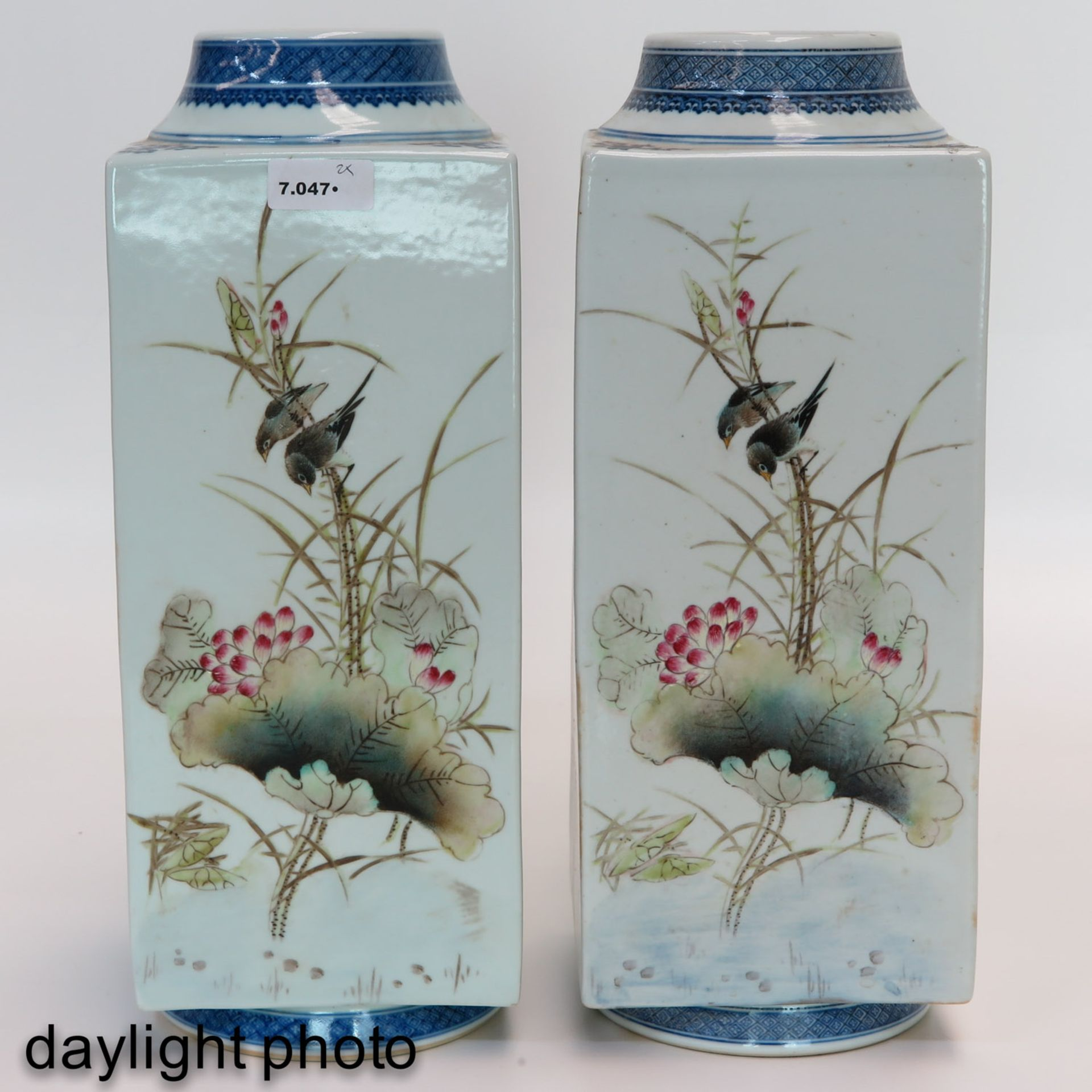 Los 7047 - A Pair of Square Famille Rose Vases