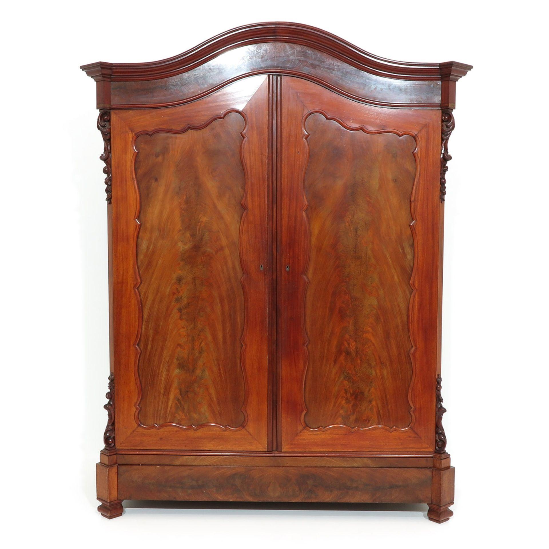 Los 1119 - An English Mahogany Table and 12 Chairs