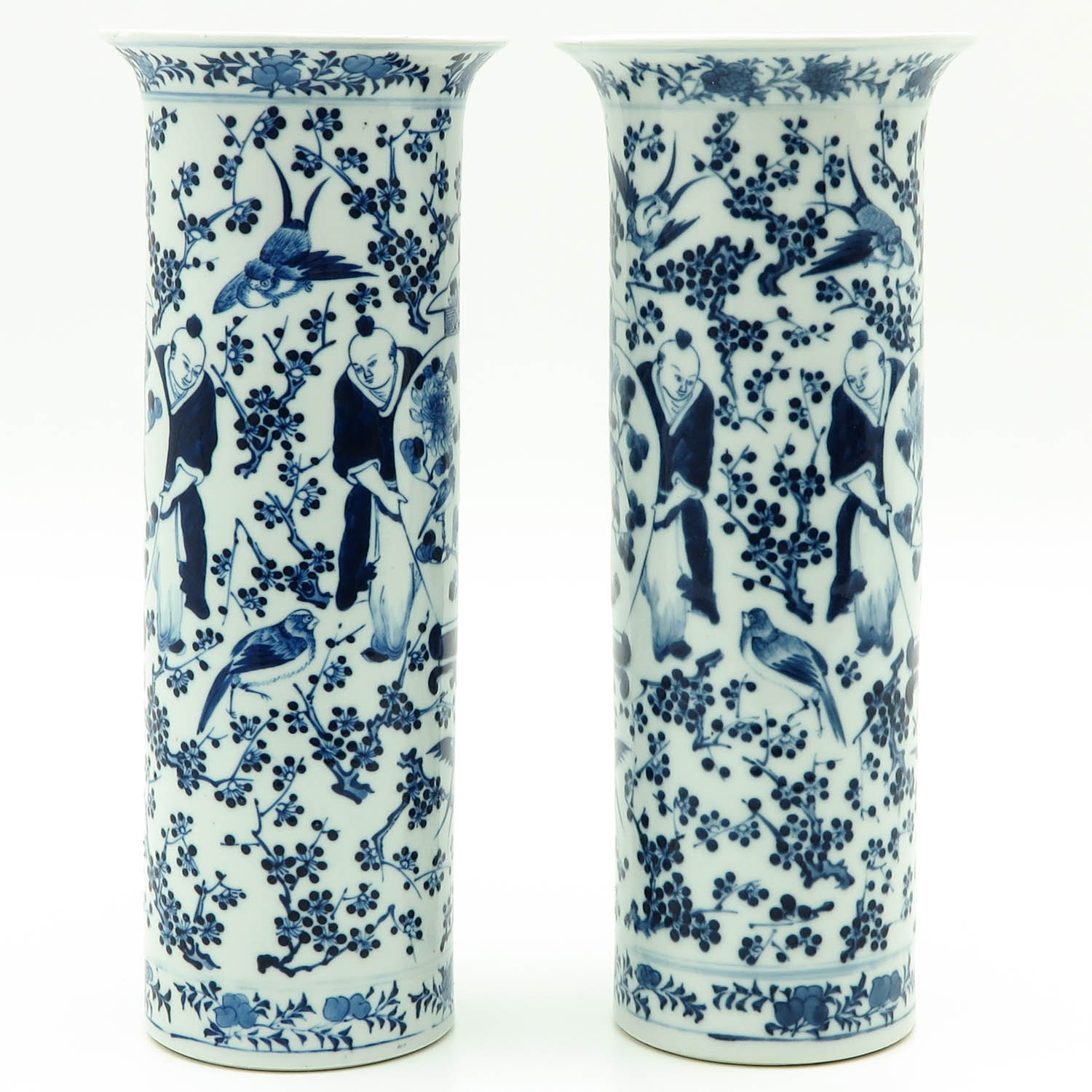 Lot 7007 - A Pair of Blue and White Vases