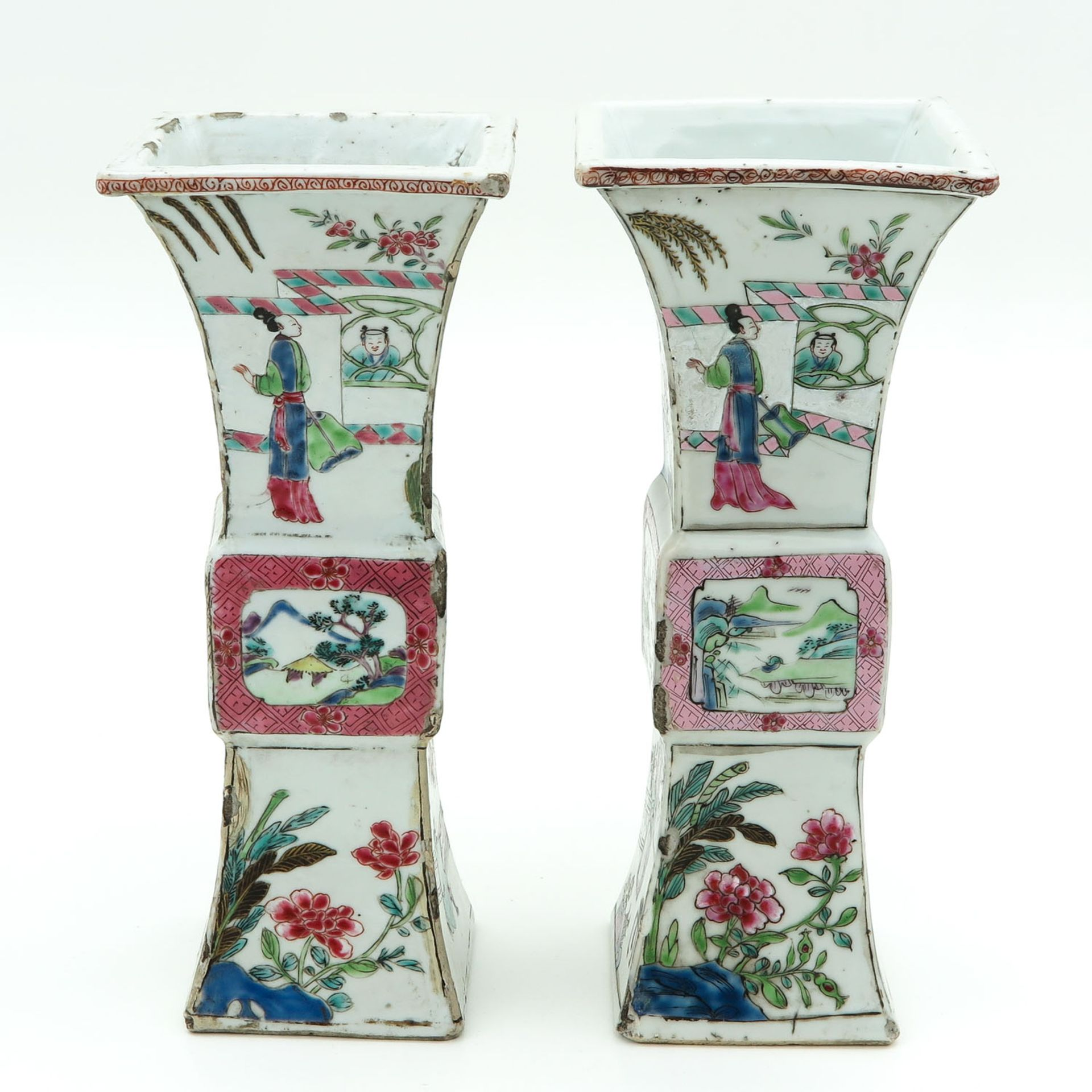 Los 7087 - A Pair of Famille Rose Square Gu Vases