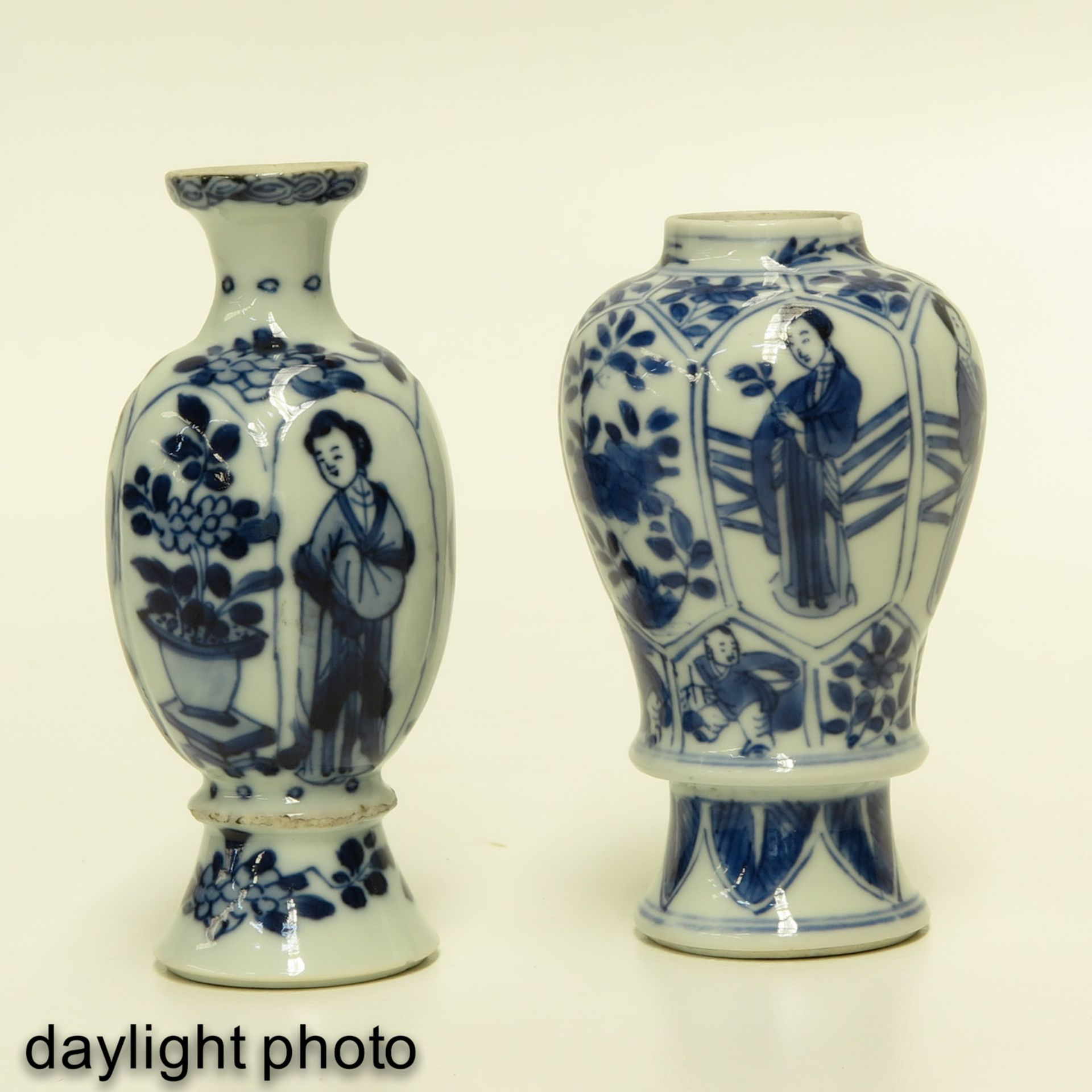 Los 7068 - Two Miniature Blue and White Vases