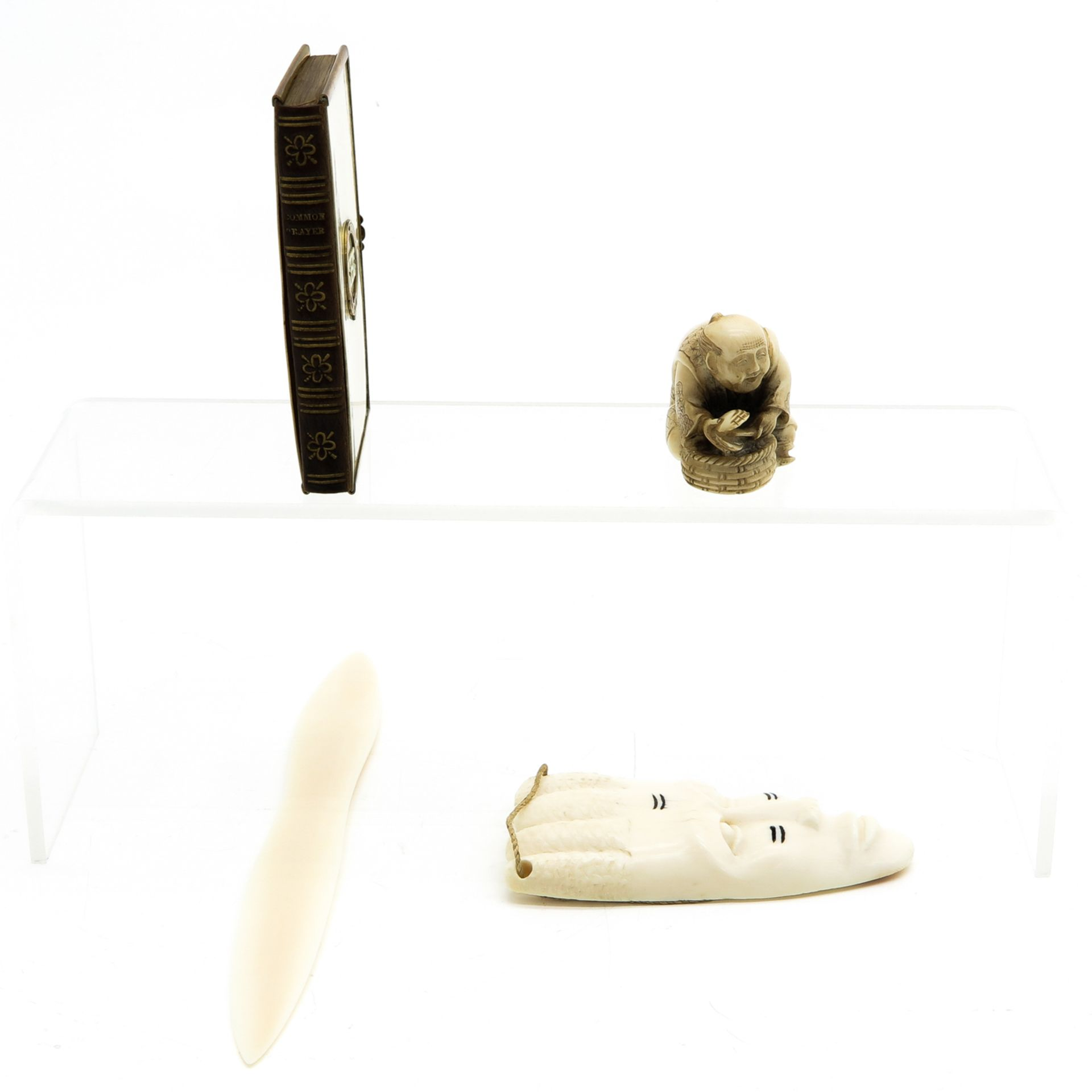 Los 1093 - A Diverse Collection of Items including Netsuke