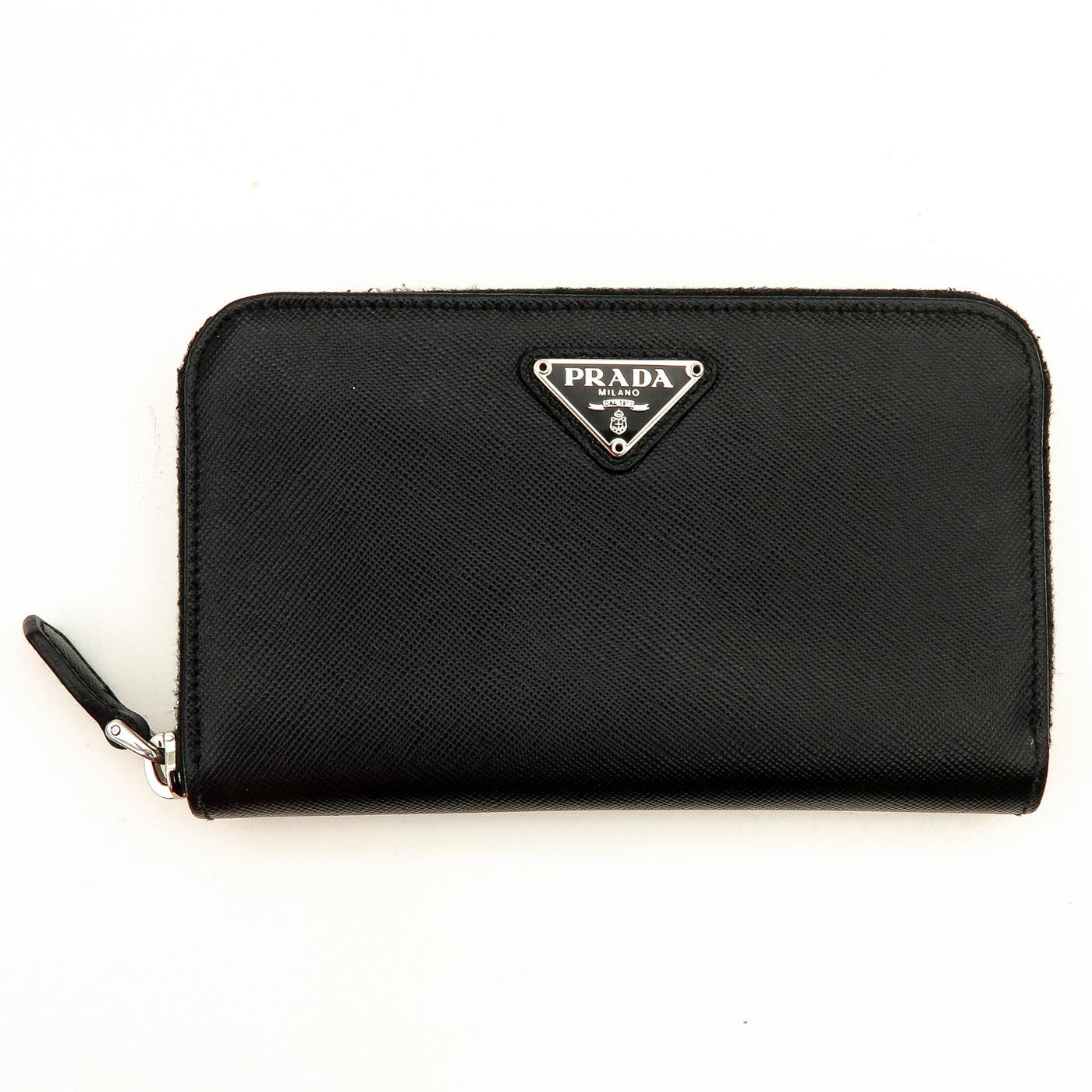 Lot 1274 - A Ladies Prada Wallet
