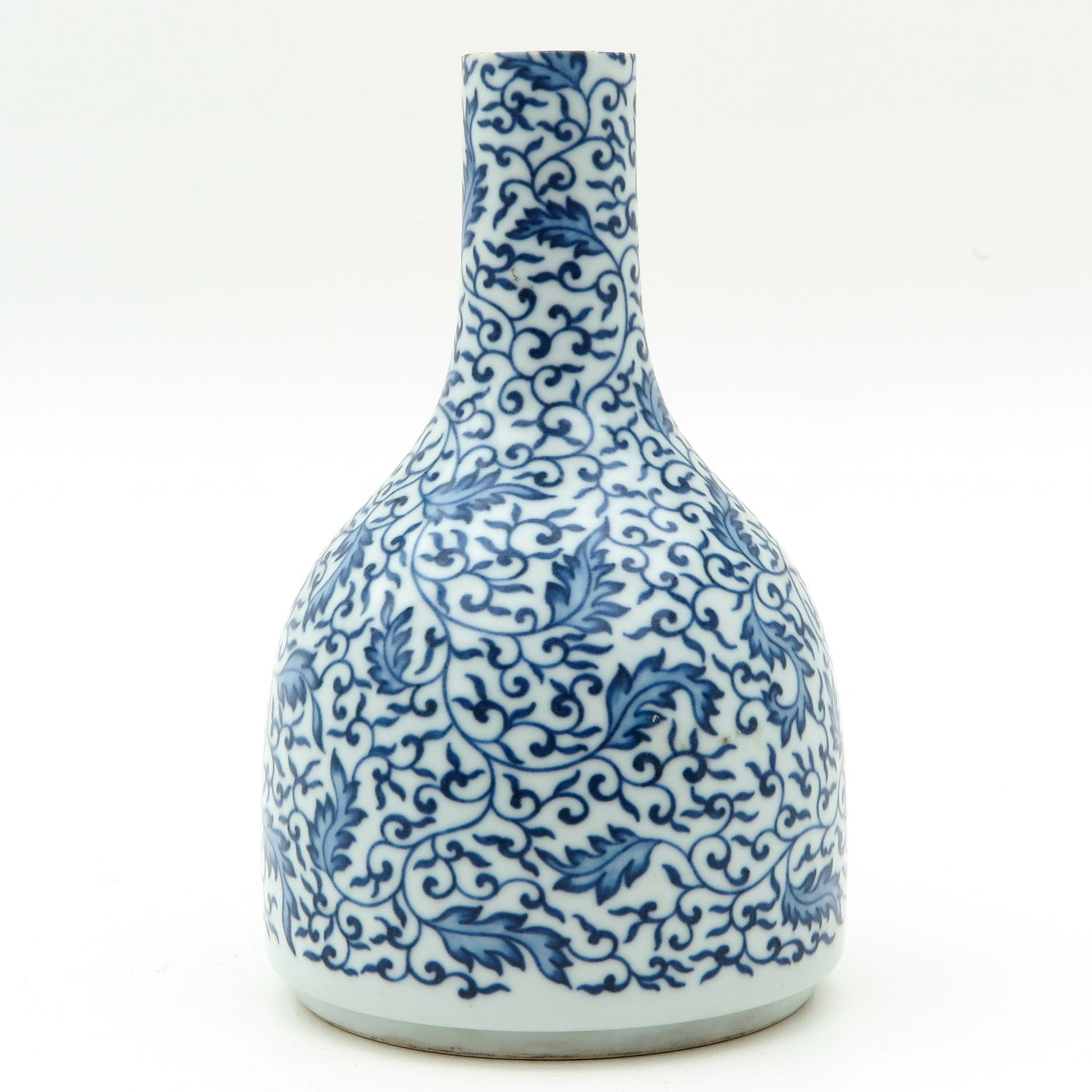 Los 7041 - A Blue and White Vase