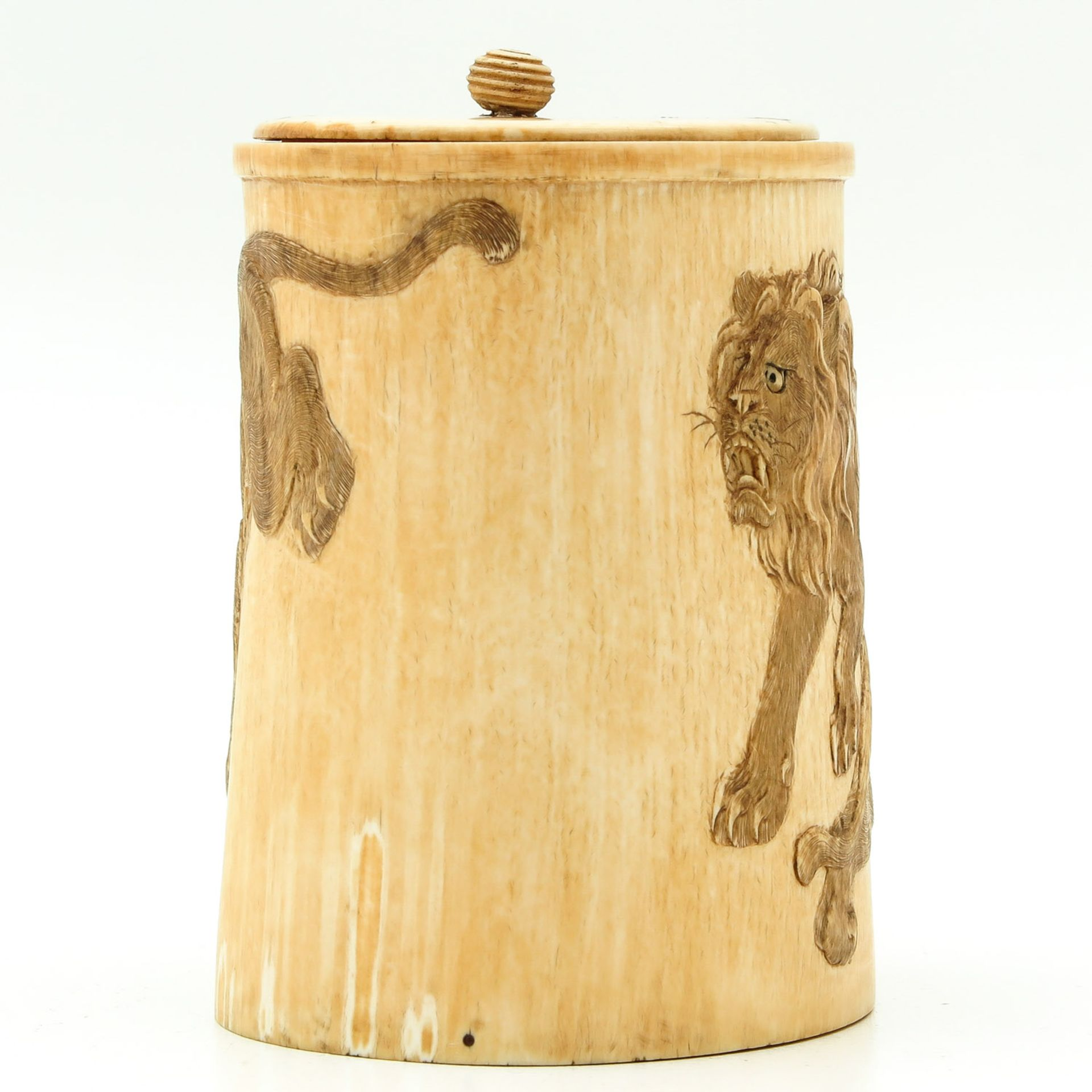 Los 7052 - A Carved Brushpot with Cover