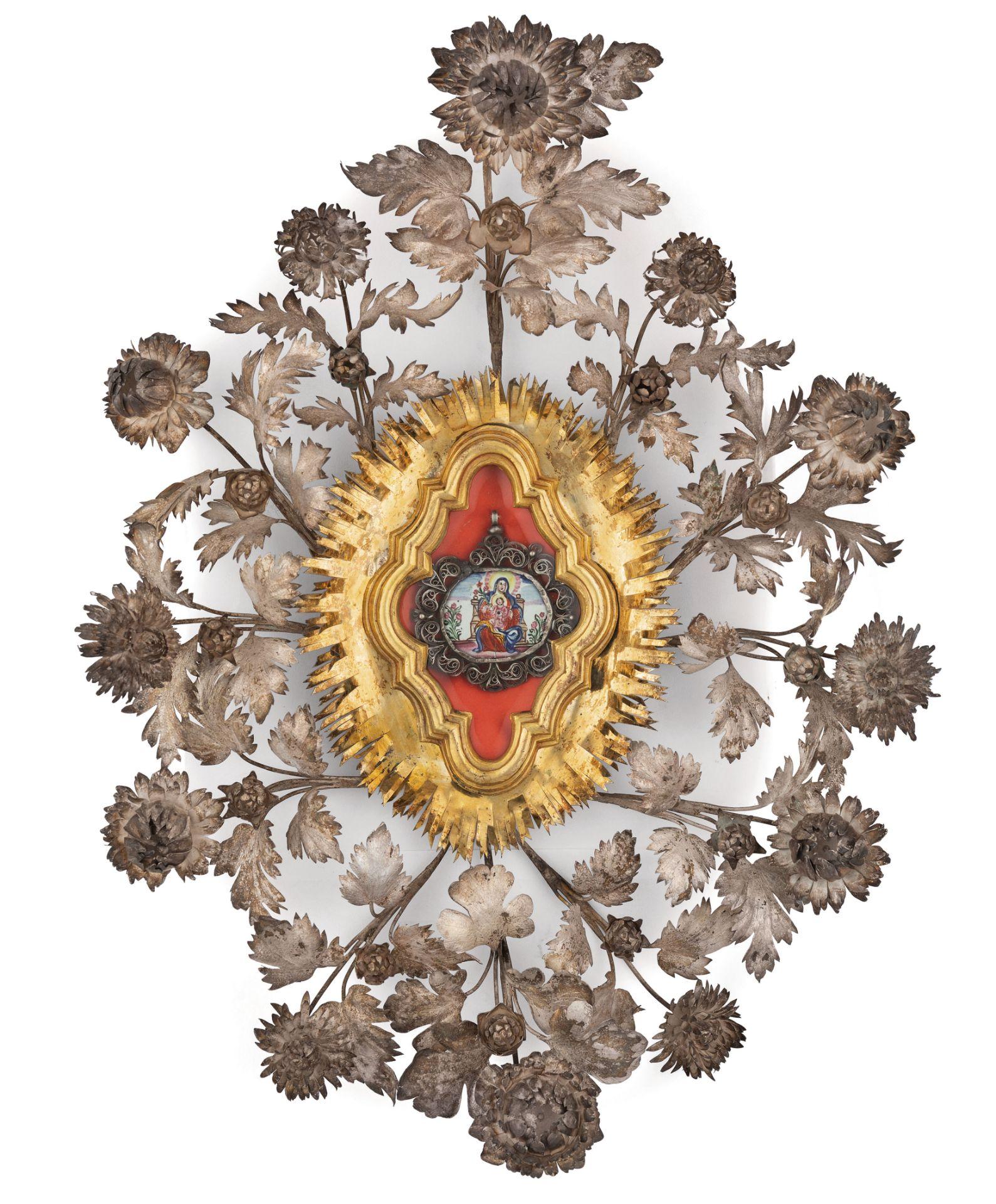 Los 117 - MINIATURA IN SMALTO ENTRO CORNICE IN FILIGRANA E FIORI D'ARGENTO PARZIALMENTE DORATO, PALERMO, 1780