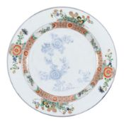 A LARGE FAMILLE VERTE PORCELAIN DISH, CHINA, QING DYNASTY, KANGXI PERIOD (1662 -1722)