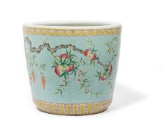 A LARGE FAMILLE ROSE PORCELAIN JARDINIERE, CHINA, 19TH CENTURY