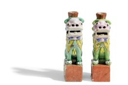 A PAIR OF FO-DOG FAMILLE ROSE ENAMELS, CHINA, 18TH -19TH CENTURY (2)