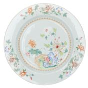 A LARGE FAMILLE ROSE PORCELAIN DISH, CHINA, 18TH CENTURY