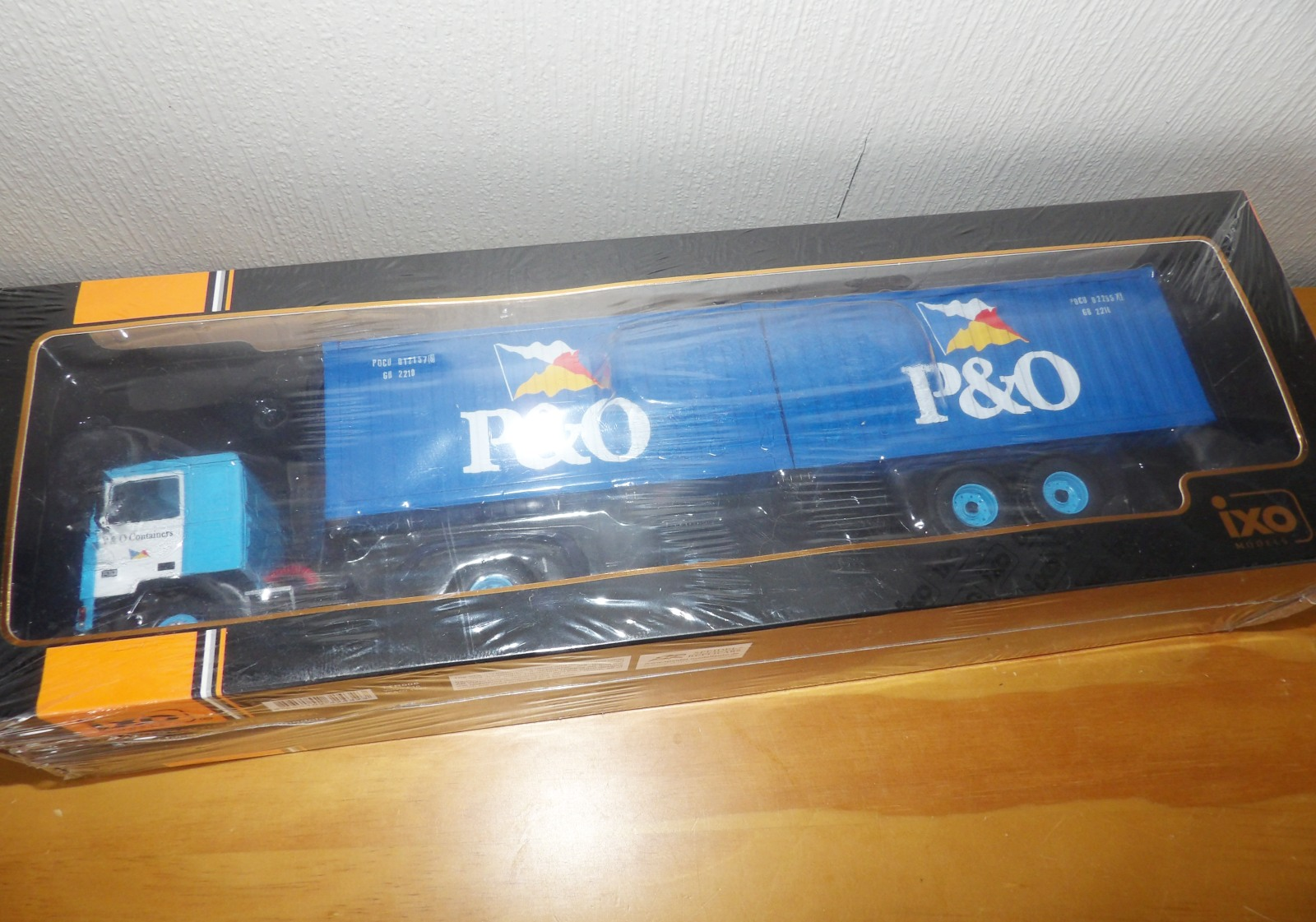 Lot 705 - 1.43 Scale IXO VOLVO F10 in P & O Shipping Livery. P&P Group 1 (£14+VAT for the first lot and £1+VAT