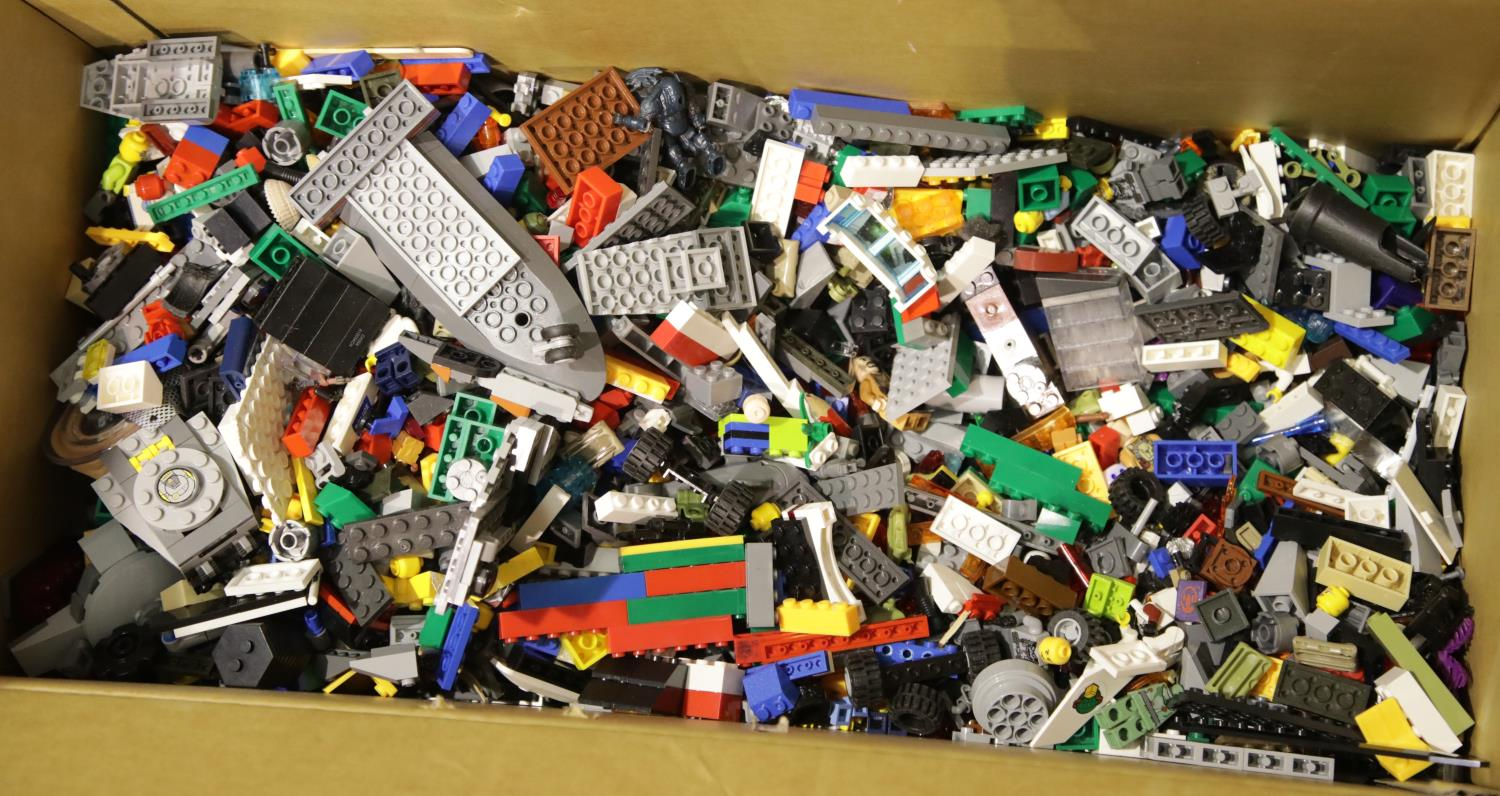 Lot 655 - Large box of loose Lego bricks etc, no instructions, unchecked. P&P Group 3 (£25+VAT for the first