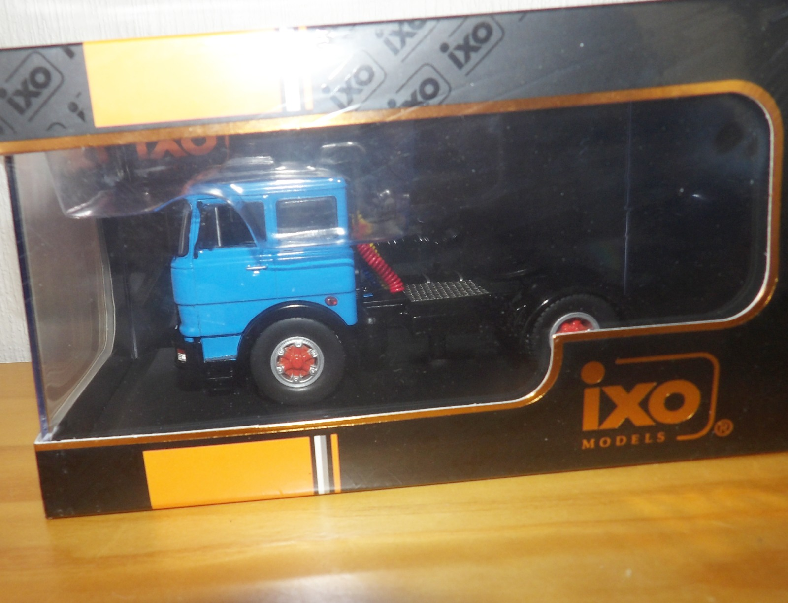Lot 712 - 1.43 Scale IXO FIAT 619 N1 1980 Tractor Unit. P&P Group 1 (£14+VAT for the first lot and £1+VAT