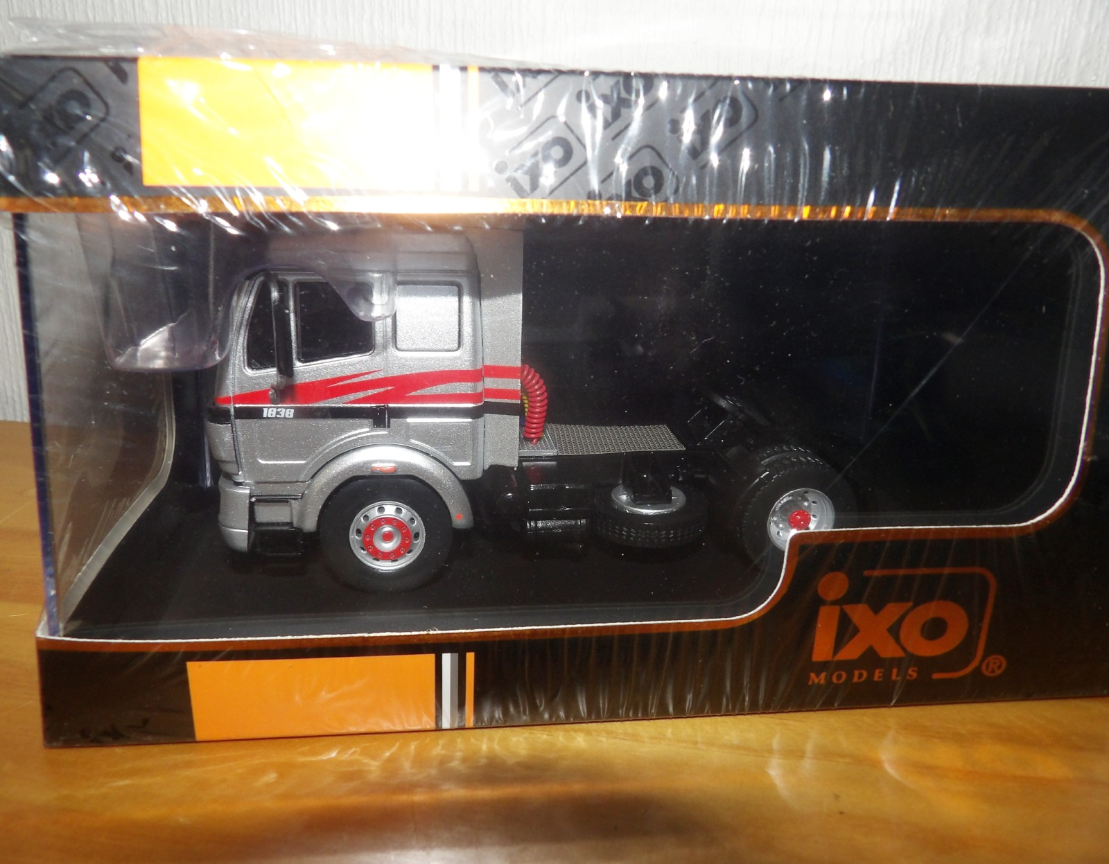 Lot 709 - 1.43 Scale IXO Mercedes Benz SK 11 1838 1994 Tractor Unit. P&P Group 1 (£14+VAT for the first lot
