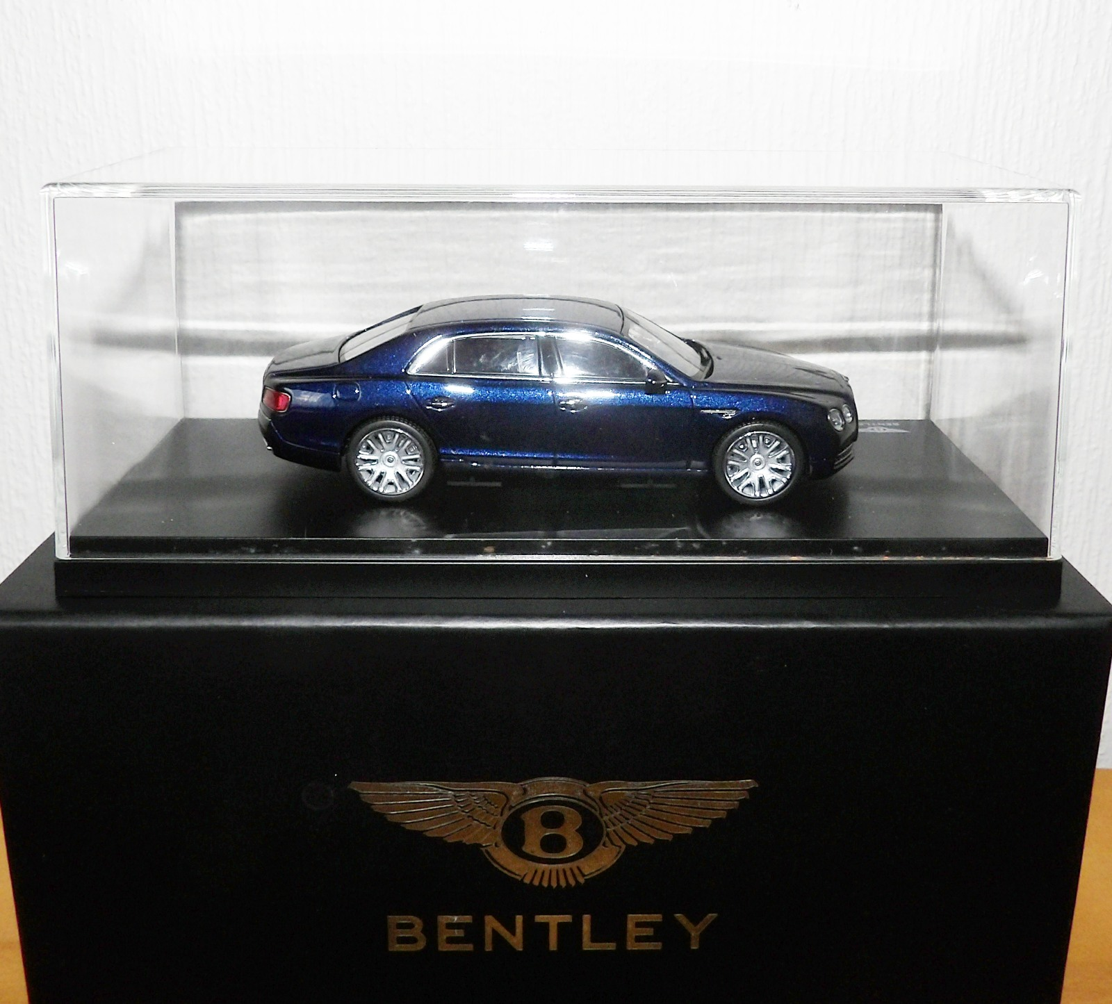 Lot 719 - 1.43 Scale Kyosho Bentley Flying Spur W12 (Peacock). P&P Group 1 (£14+VAT for the first lot and £1+