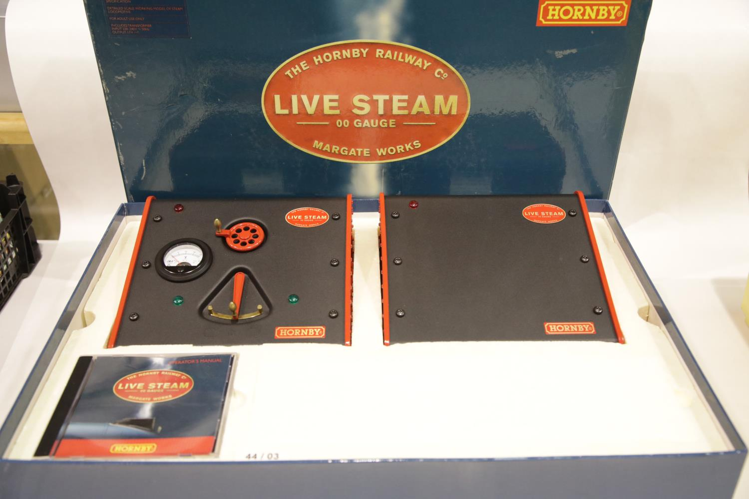Lot 689 - Hornby OO gauge live steam Mallard set, complete as new. P&P Group 3 (£25+VAT for the first lot