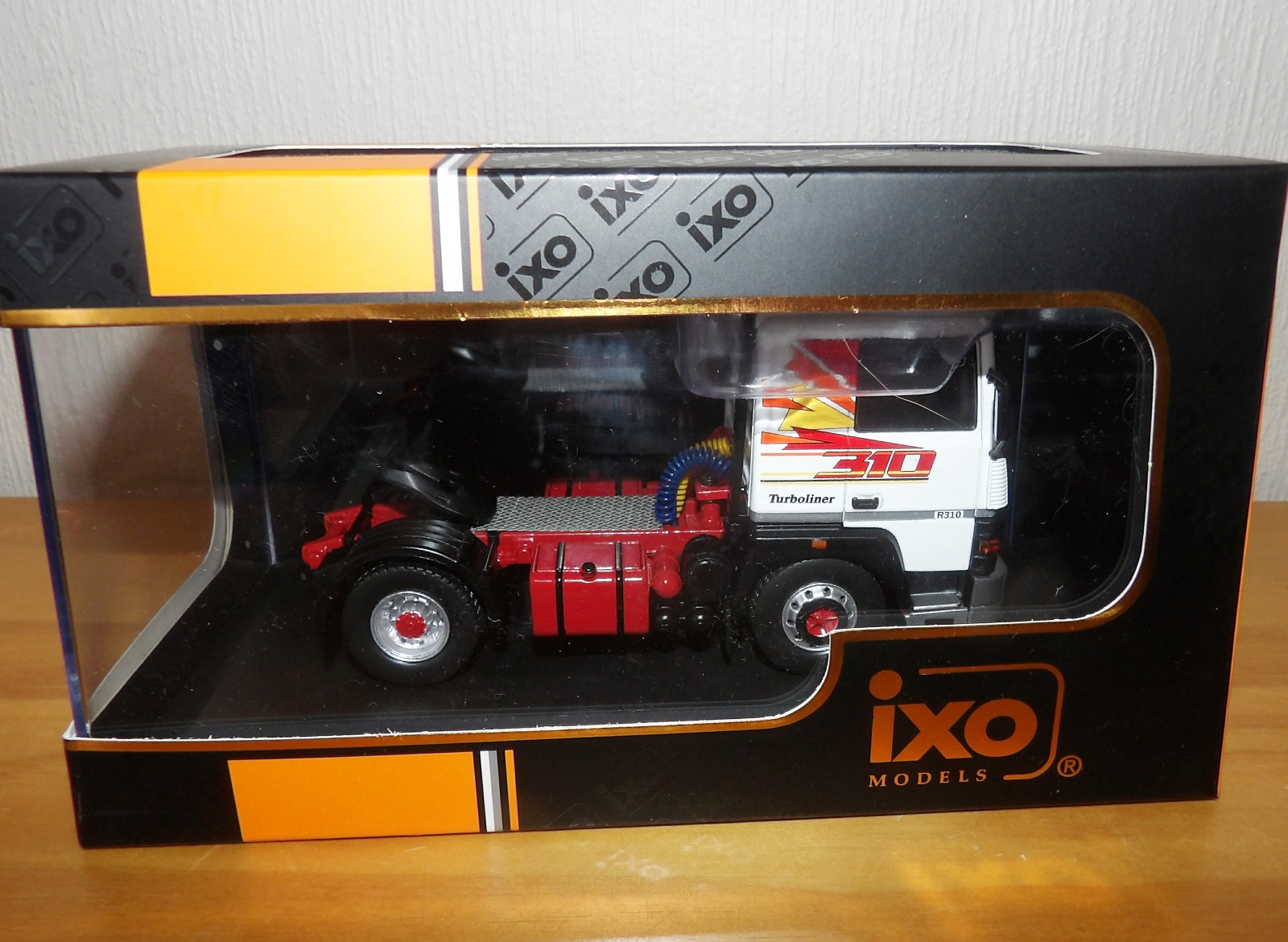 Lot 710 - 1.43 Scale IXO Renault R310 Turboliner 1986 Tractor Unit. P&P Group 1 (£14+VAT for the first lot and