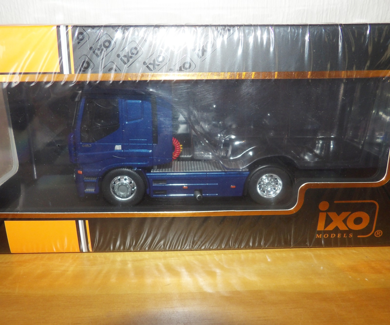 Lot 716 - 1.43 Scale IXO IVECO Stralis 2012 Tractor Unit. P&P Group 1 (£14+VAT for the first lot and £1+VAT