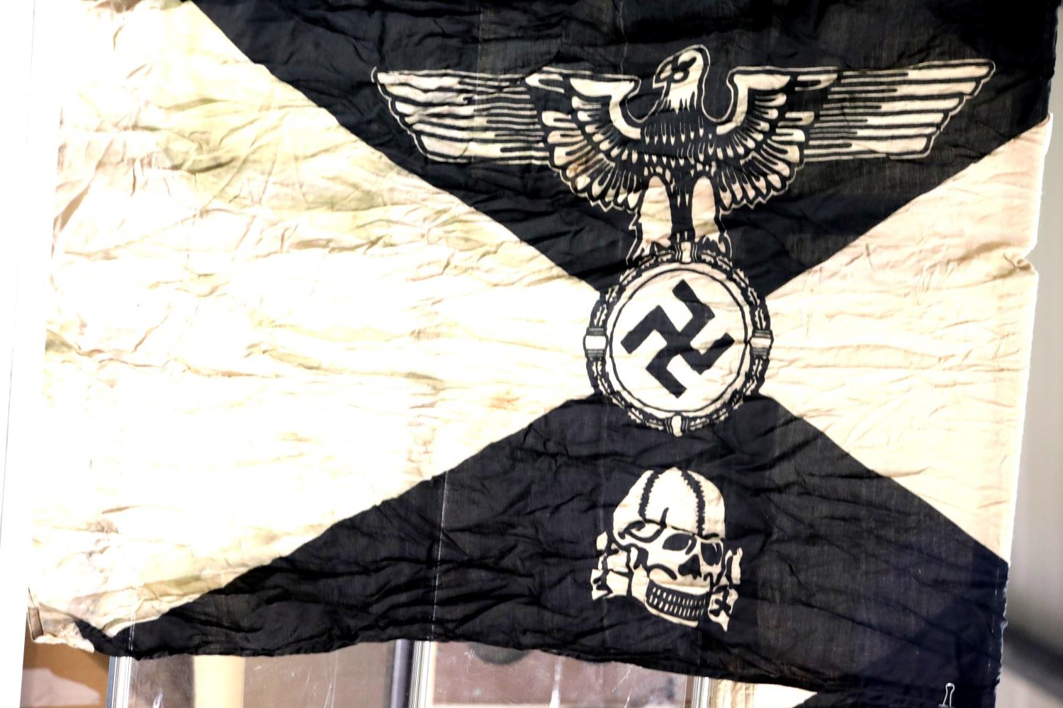 Lot 3004 - German SS type Panzer Division flag, 150 x 90 cm. P&P Group 1 (£14+VAT for the first lot and £1+