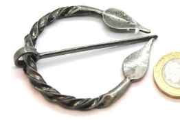 Antique type Nordic style penannular cloak pin. P&P Group 1 (£14+VAT for the first lot and £1+VAT