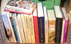 Mixed hardback mostly non-fiction books on Britain and Royalty. Not available for in-house P&P