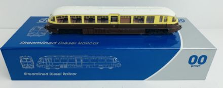 Dapol 4D-011-001 Streamlined Railcar GWR - Boxed. P&P Group 1 (£14+VAT for the first lot and £1+