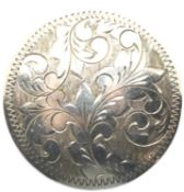 Silver engraved vintage brooch. P&P Group 1 (£14+VAT for the first lot and £1+VAT for subsequent