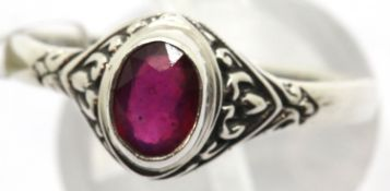 Silver vintage stone set ring, size T. P&P Group 1 (£14+VAT for the first lot and £1+VAT for