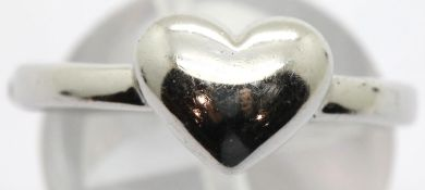 925 silver heart ring size Q. P&P Group 1 (£14+VAT for the first lot and £1+VAT for subsequent lots)